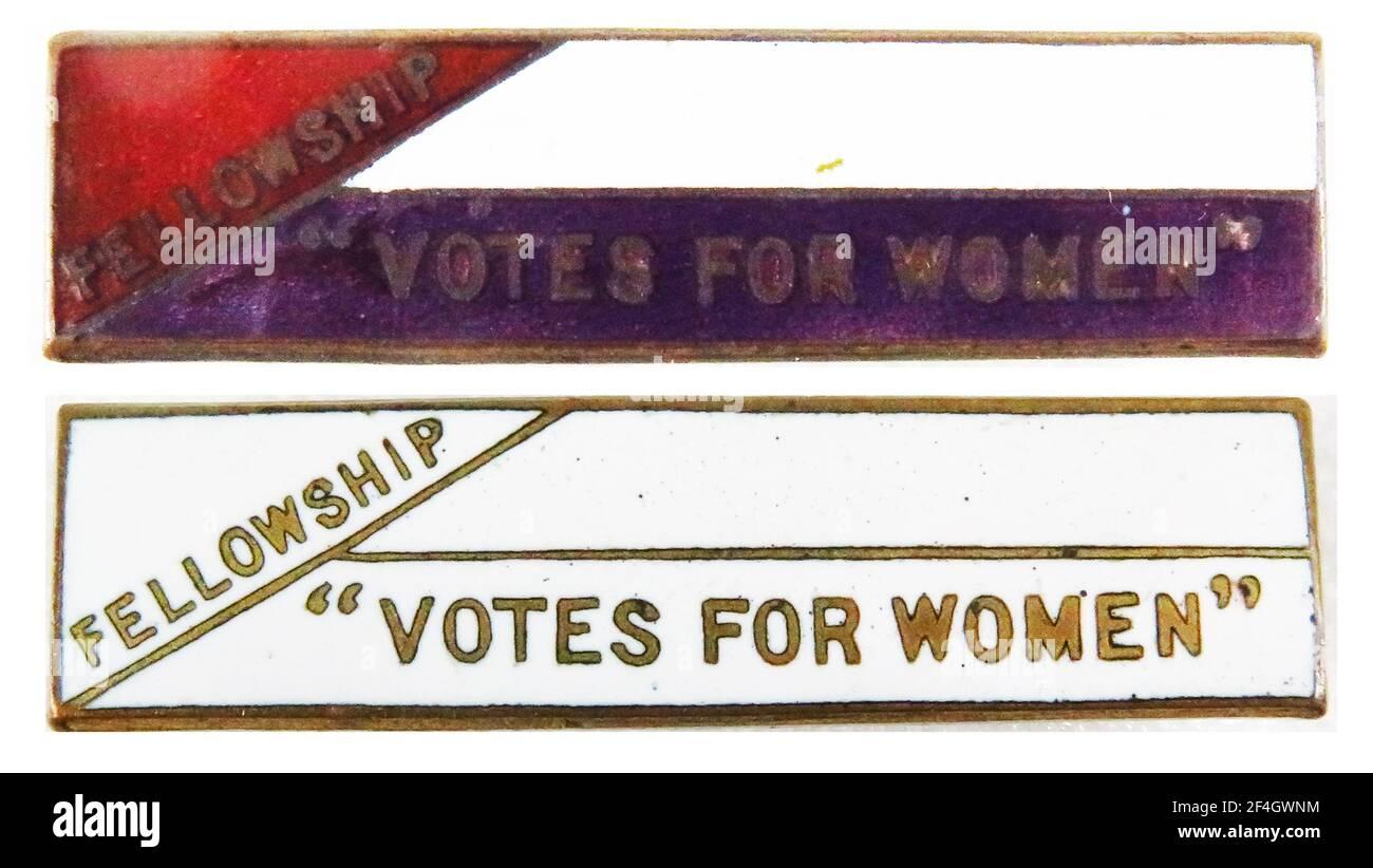 Pinback Button for the votes for Women Fellowship, un groupe de femmes au suffrage organisé par Frederick et Emmeline Pethick-Lawrence, Royaume-Uni, 1912. Photographie par Emilia van Beugen. () Banque D'Images