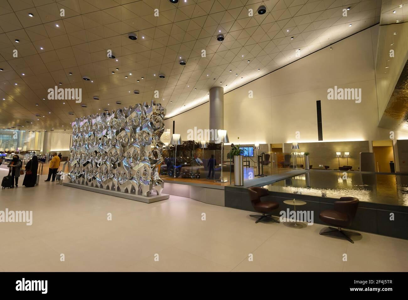 Al Mourjan Qatar Airways Business Class Lounge à l'aéroport de Doha au Qatar. Atmosphère relaxante pour les passagers de première qualité à l'aéroport de Doha Hamad. Banque D'Images