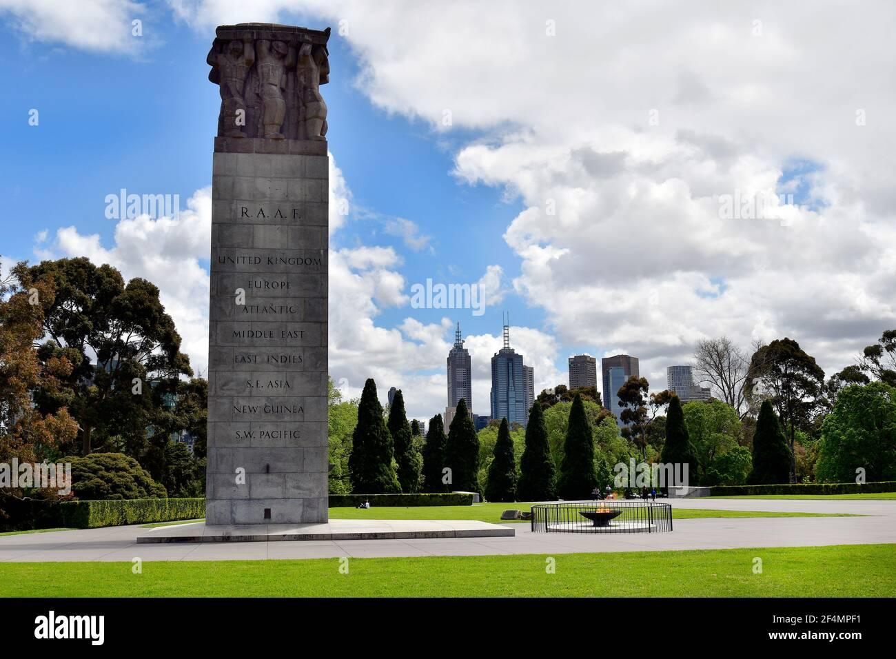 Melbourne, Victoria, Australie - 04 novembre 2017 : la colonne et la flamme éternelle au sanctuaire du souvenir, un monument commémoratif de guerre, un musée et un monument situé dans King Banque D'Images