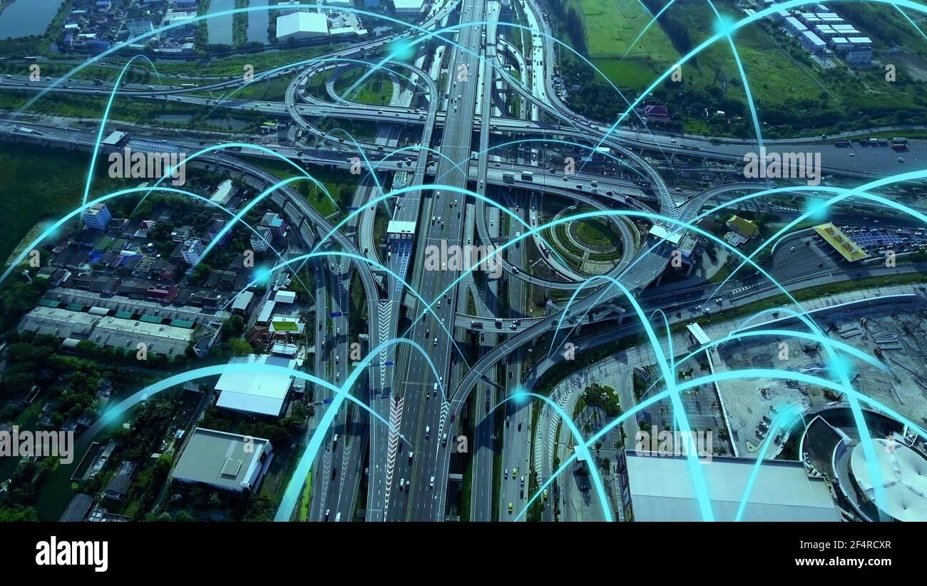 Smart Digital City Highway avec graphique de globalisation de connexion réseau ligne abstraite . Concept de future 5G Smart sans fil numérique ville et Banque D'Images