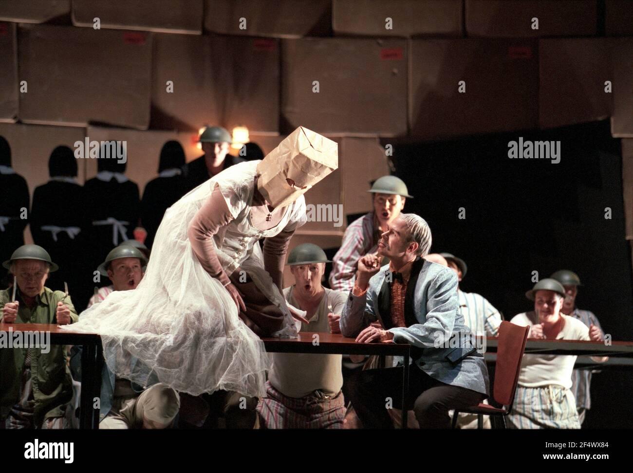 Deborah Polaski (Brunnhilde), Alan Held (Gunter) à GOTTERDAMMERUNG par Wagner à l'Opéra Royal, Covent Garden, Londres WC2 14/10/1995 chef d'orchestre: Bernard Haitink design: Nigel Lowery éclairage: Pat Collins mouvement: Matthew Hamilton directeur: Richard Jones Banque D'Images
