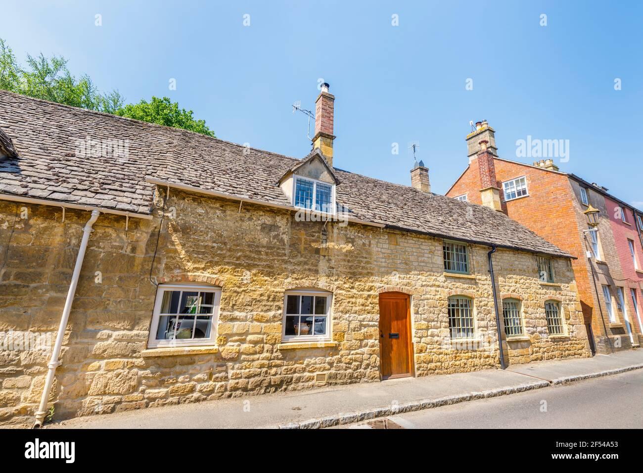 Maisons typiques en pierre de Cotswold en bord de route à Chipping Campden, une petite ville de marché dans les Cotswolds à Gloucestershire Banque D'Images