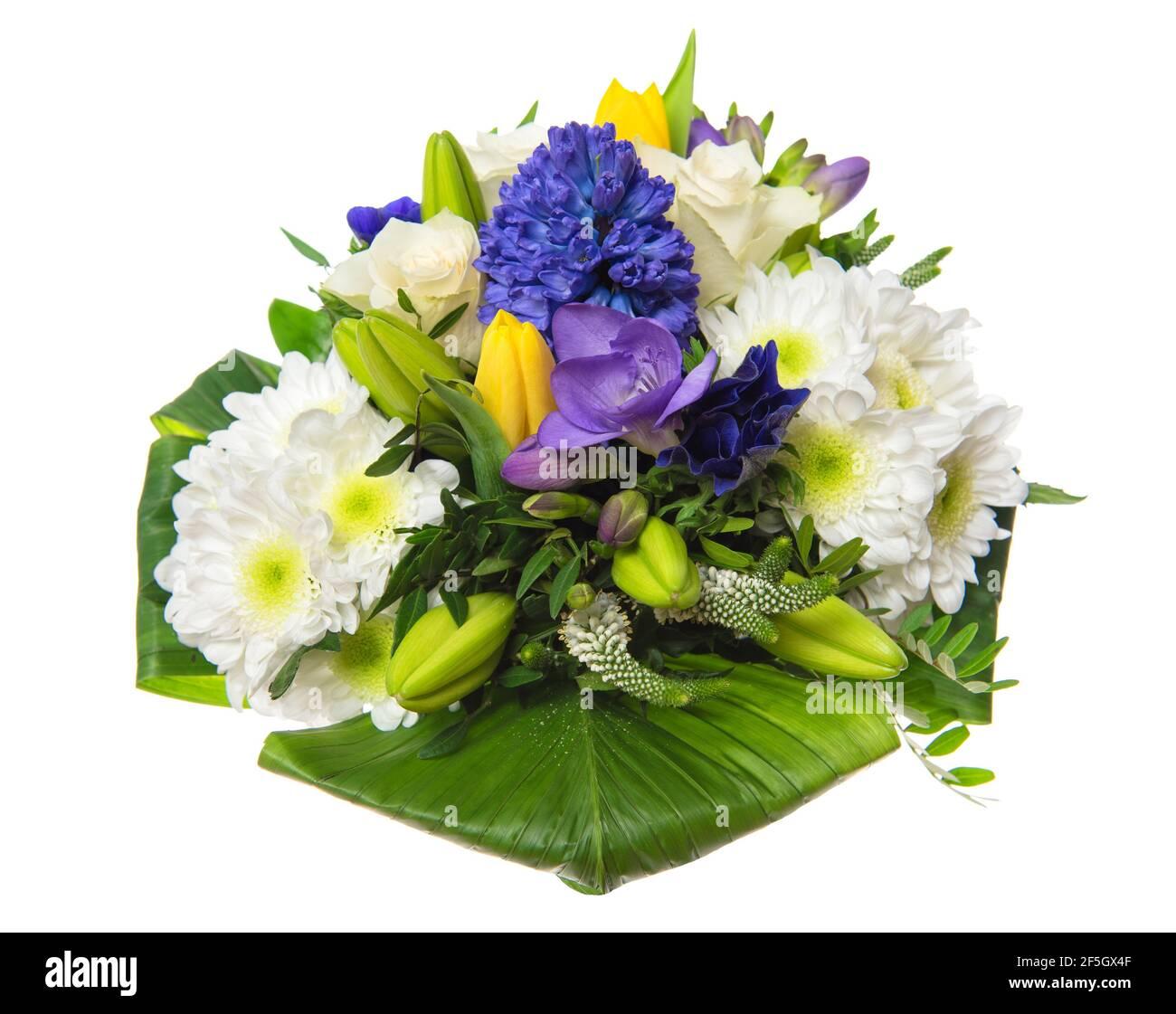Bouquet de fleurs de printemps. Roses, tulipes, jacinthe sur fond blanc Banque D'Images