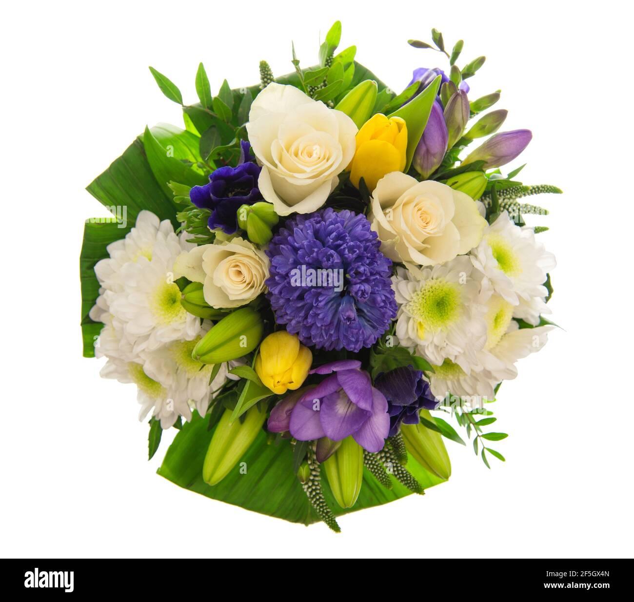 Roses, tulipes, jacinthe bouquet de fleurs isolé sur fond blanc Banque D'Images