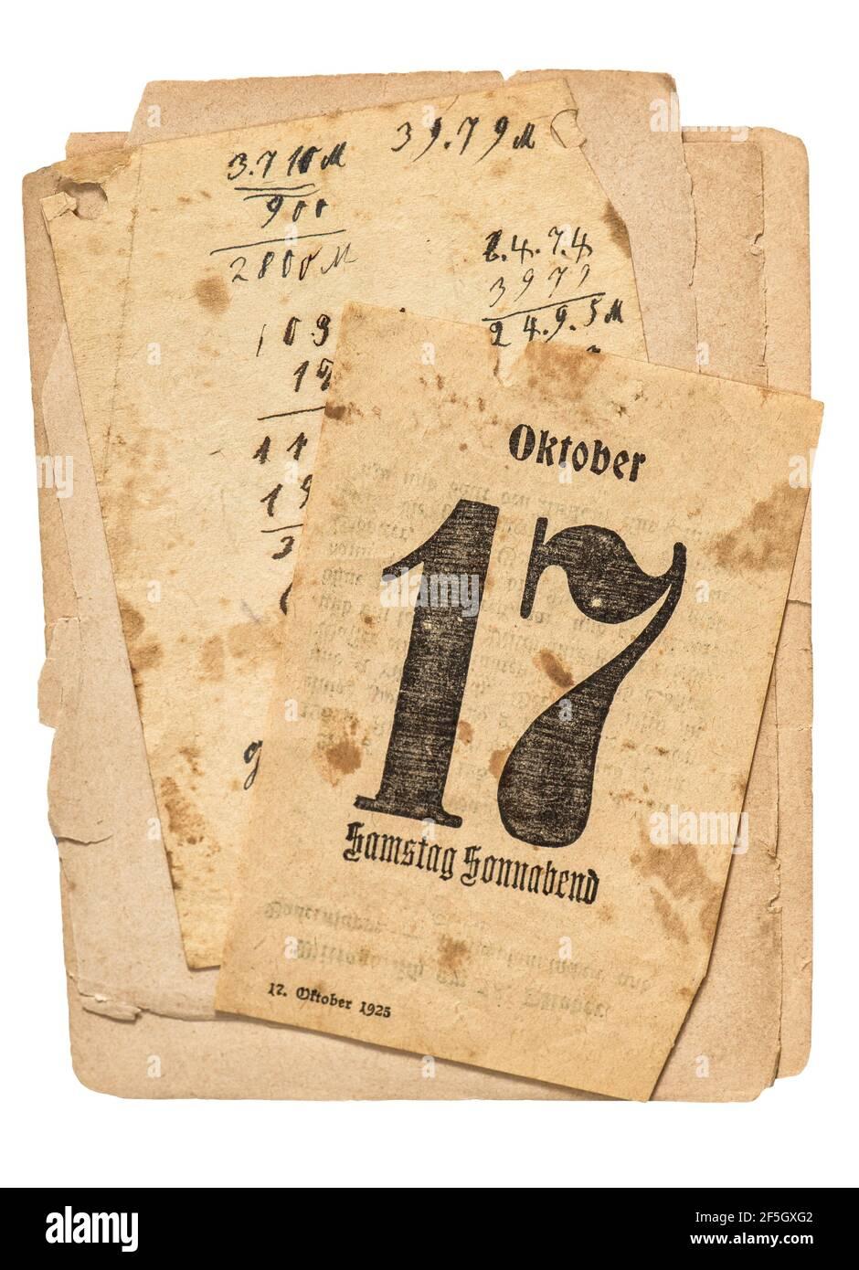 Ancien papier utilisé sur fond blanc. Page du calendrier Banque D'Images
