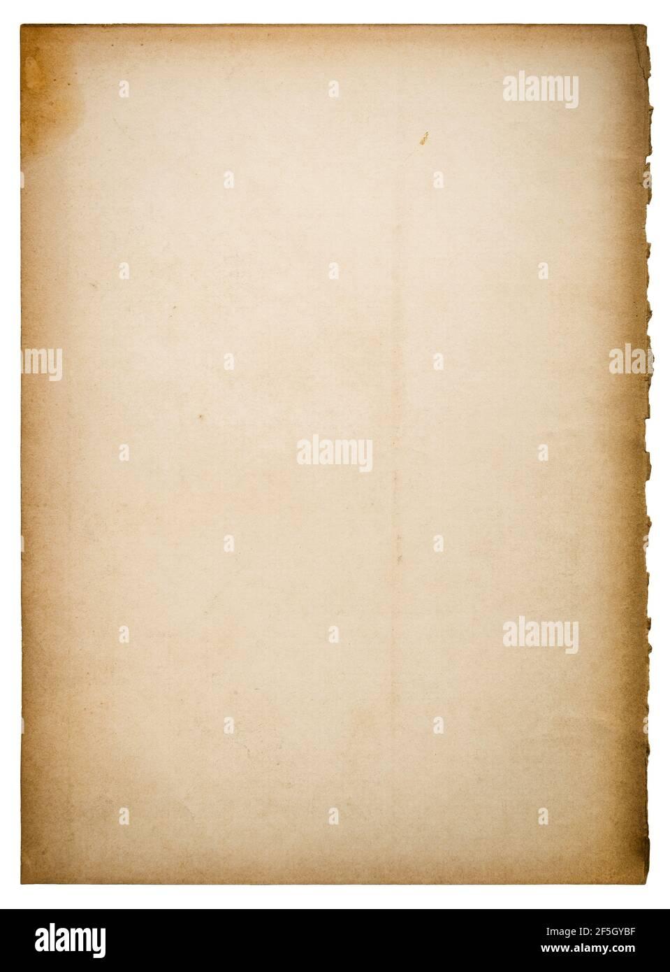 Feuille de papier ancienne avec bords déchirés isolés sur fond blanc Banque D'Images