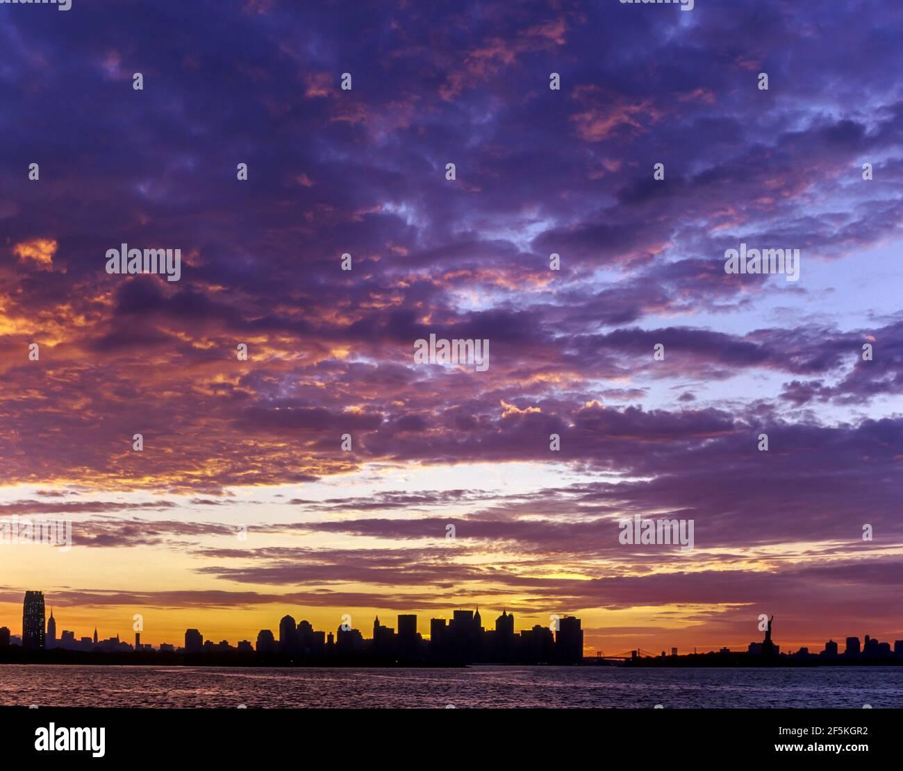 2003 CENTRE-VILLE HISTORIQUE HORIZON MANHATTAN NEW YORK CITY ETATS-UNIS Banque D'Images