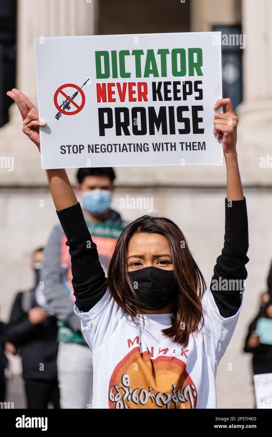 Londres, Royaume-Uni - 27 mars 2021 : marche de l'ambassade du Myanmar sur la place du Parlement contre le coup d'État militaire et la libération d'Aung San Suu Kyi Banque D'Images