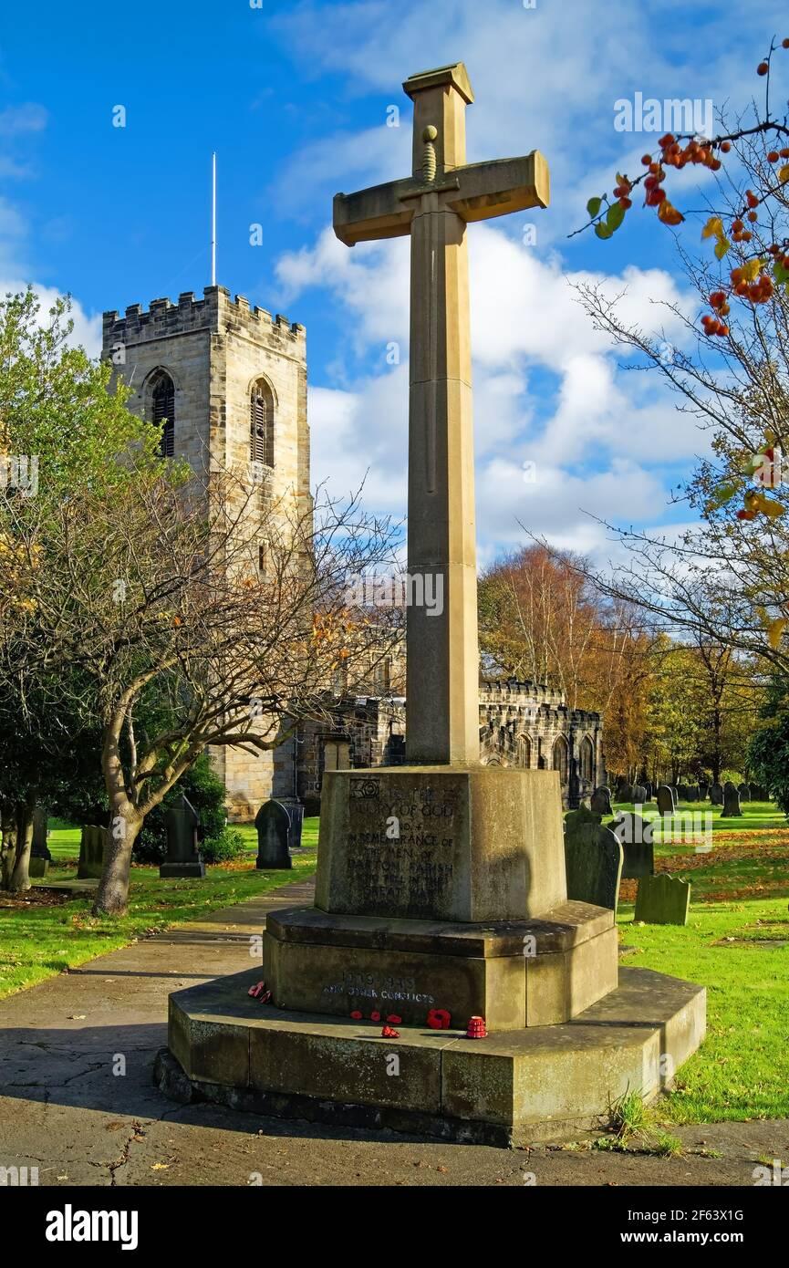 Royaume-Uni, Yorkshire du Sud, Barnsley, Darton, Eglise des Saints Banque D'Images