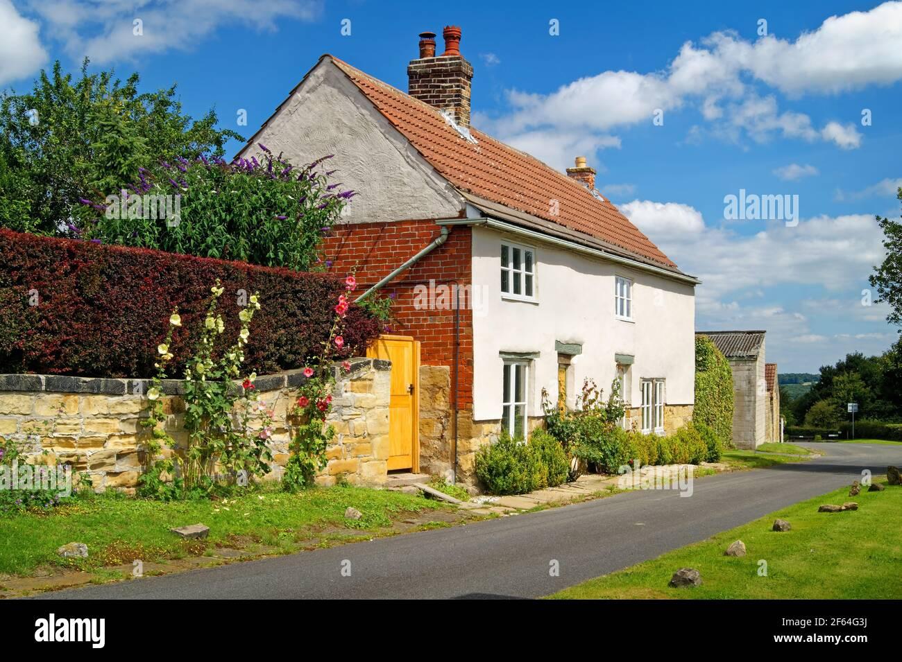 Royaume-Uni, Yorkshire du Sud, Doncaster, Cottage dans le village de Clayton Banque D'Images