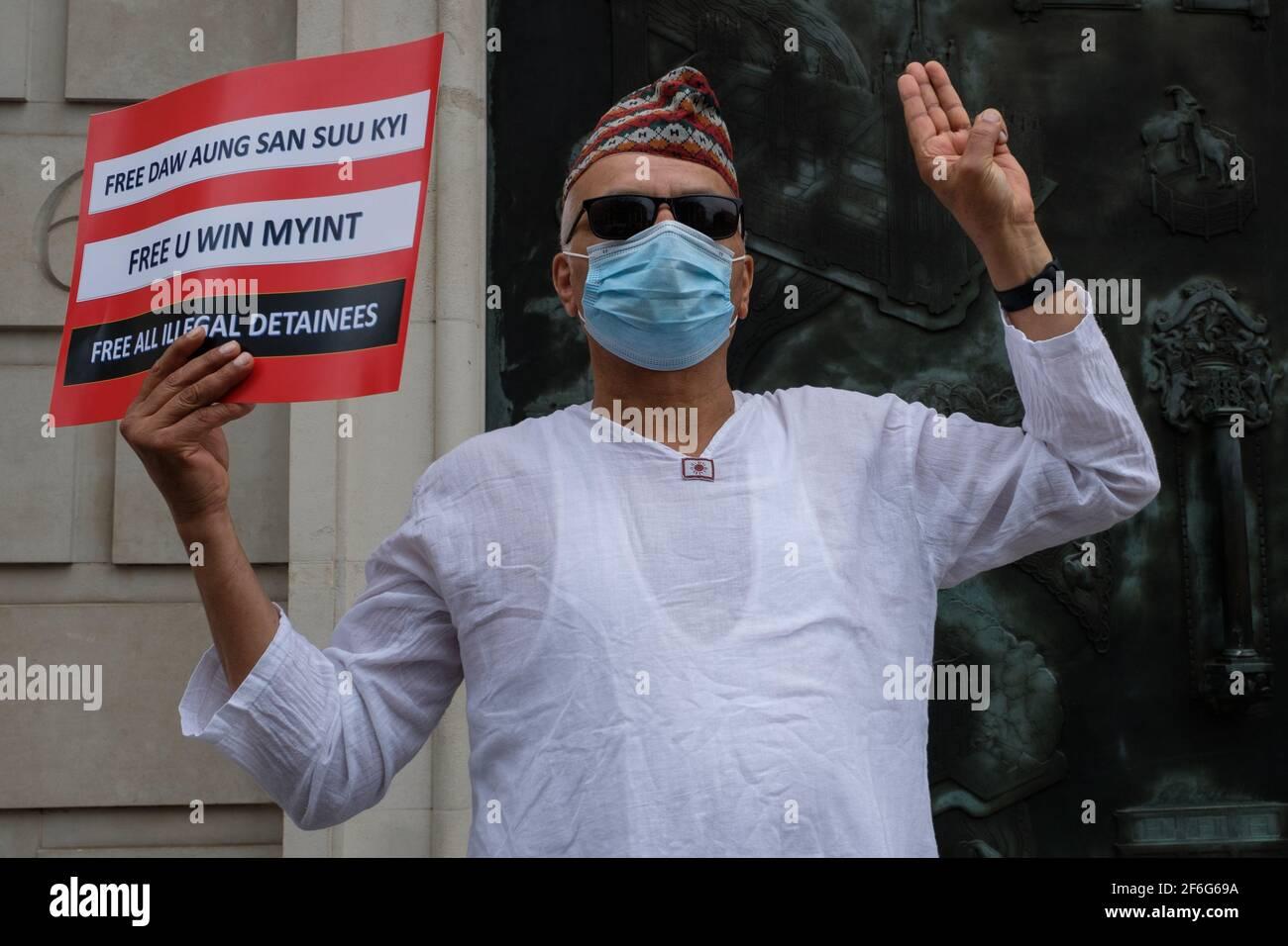 Londres, Royaume-Uni. 31 mars 2021. Les manifestants se sont rassemblés avec des panneaux sur la place du Parlement avant de se rendre à l'ambassade chinoise pour protester contre le coup d'Etat militaire et les meurtres de civils au Myanmar. Credit: João Daniel Pereira/Alay Live News Banque D'Images