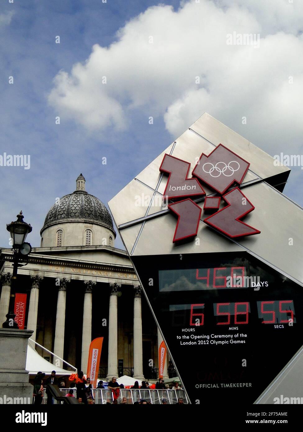 Logo montres des Jeux Olympiques de Londres mis en place sur la place Trafalgar à Londres, Royaume-Uni Banque D'Images