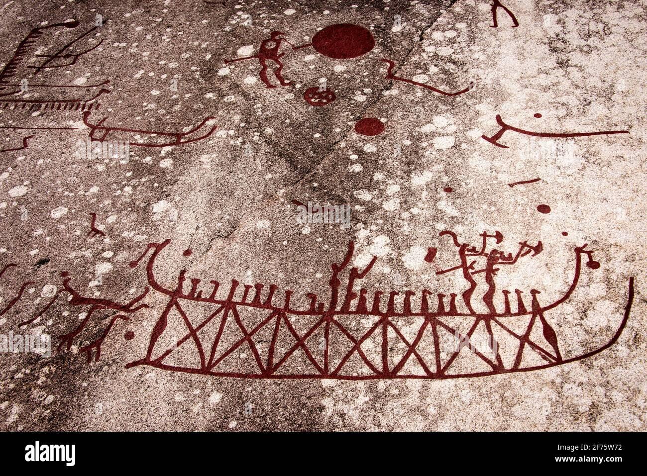 Schiff mit Kriegern: Détail der Felsbilder von Tanum en Suisse - navire avec guerriers: Détail des anciennes sculptures de roche à Tanum en Suède Banque D'Images
