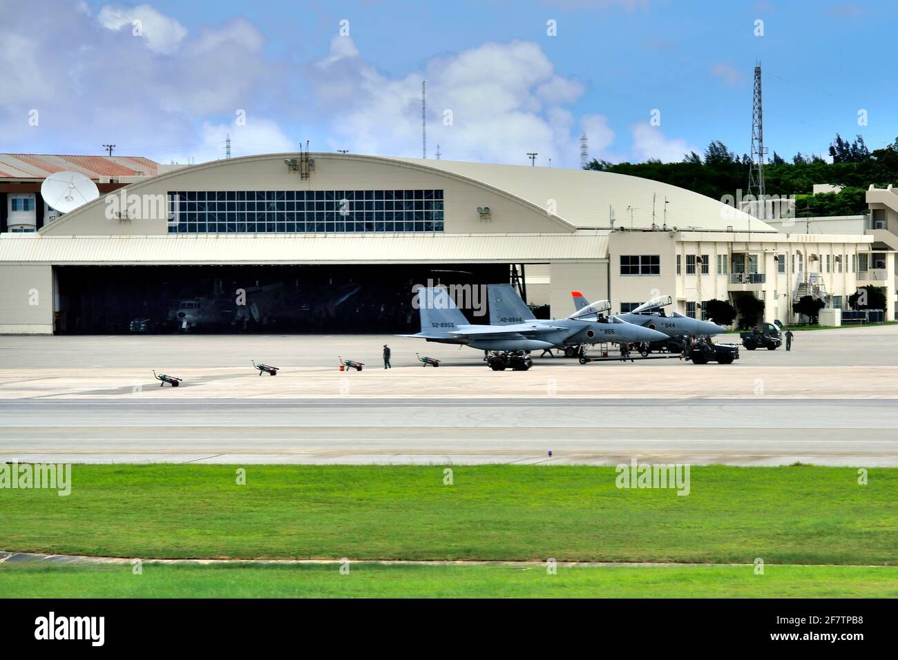 Intervention rapide, attente, JSDF , Mitsubishi F-15J, parking, Aéroport de Naha, Okinawa, Japon Banque D'Images