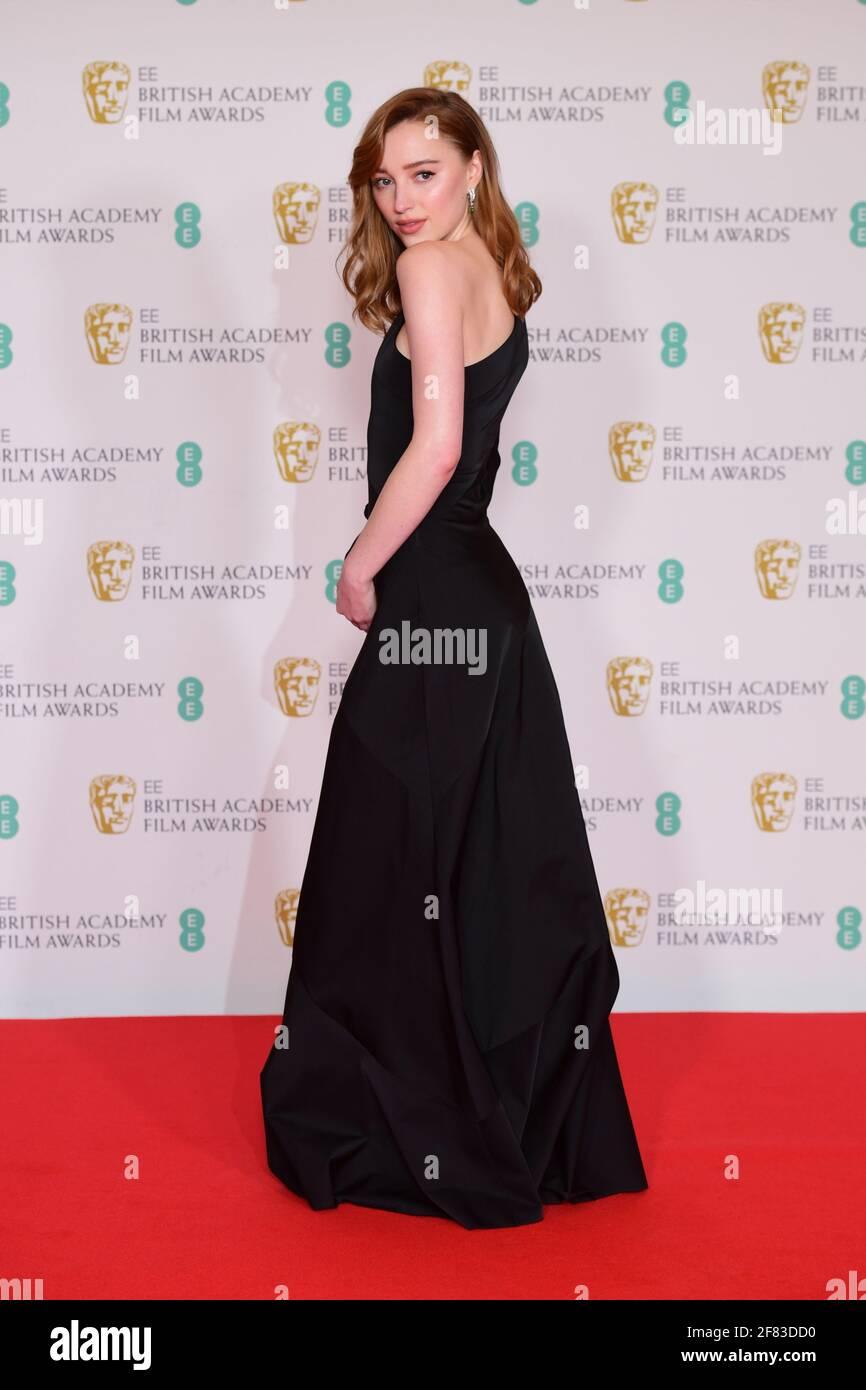 Phoebe Dynevor arrive pour les prix du film EE BAFTA au Royal Albert Hall de Londres. Date de la photo: Dimanche 11 avril 2021. Banque D'Images