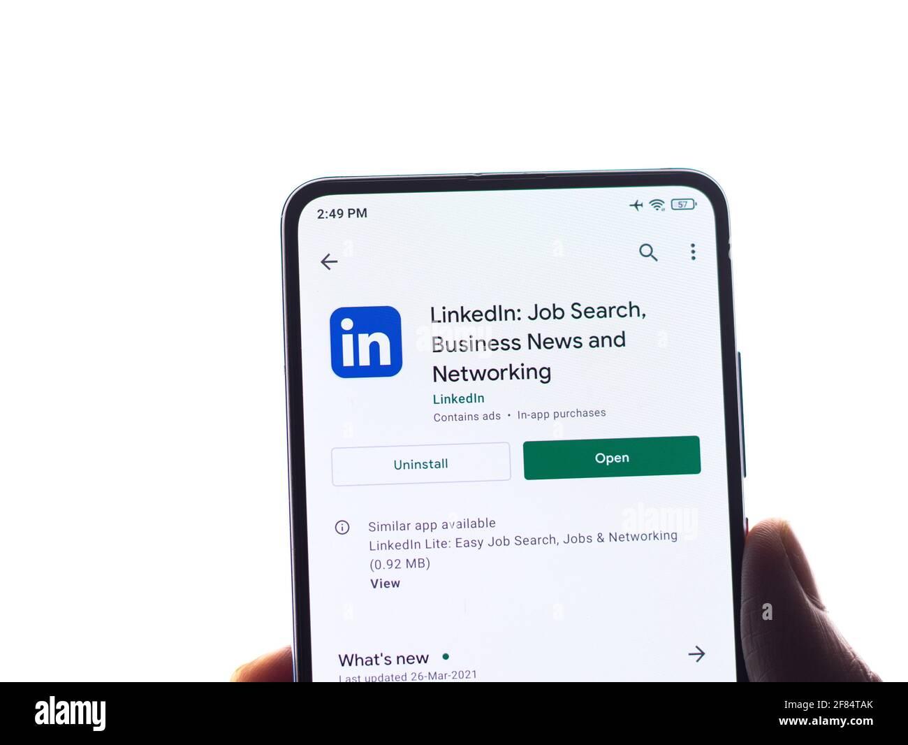 Assam, inde - 10 avril 2021 : logo LinkedIn sur l'écran du téléphone. Banque D'Images