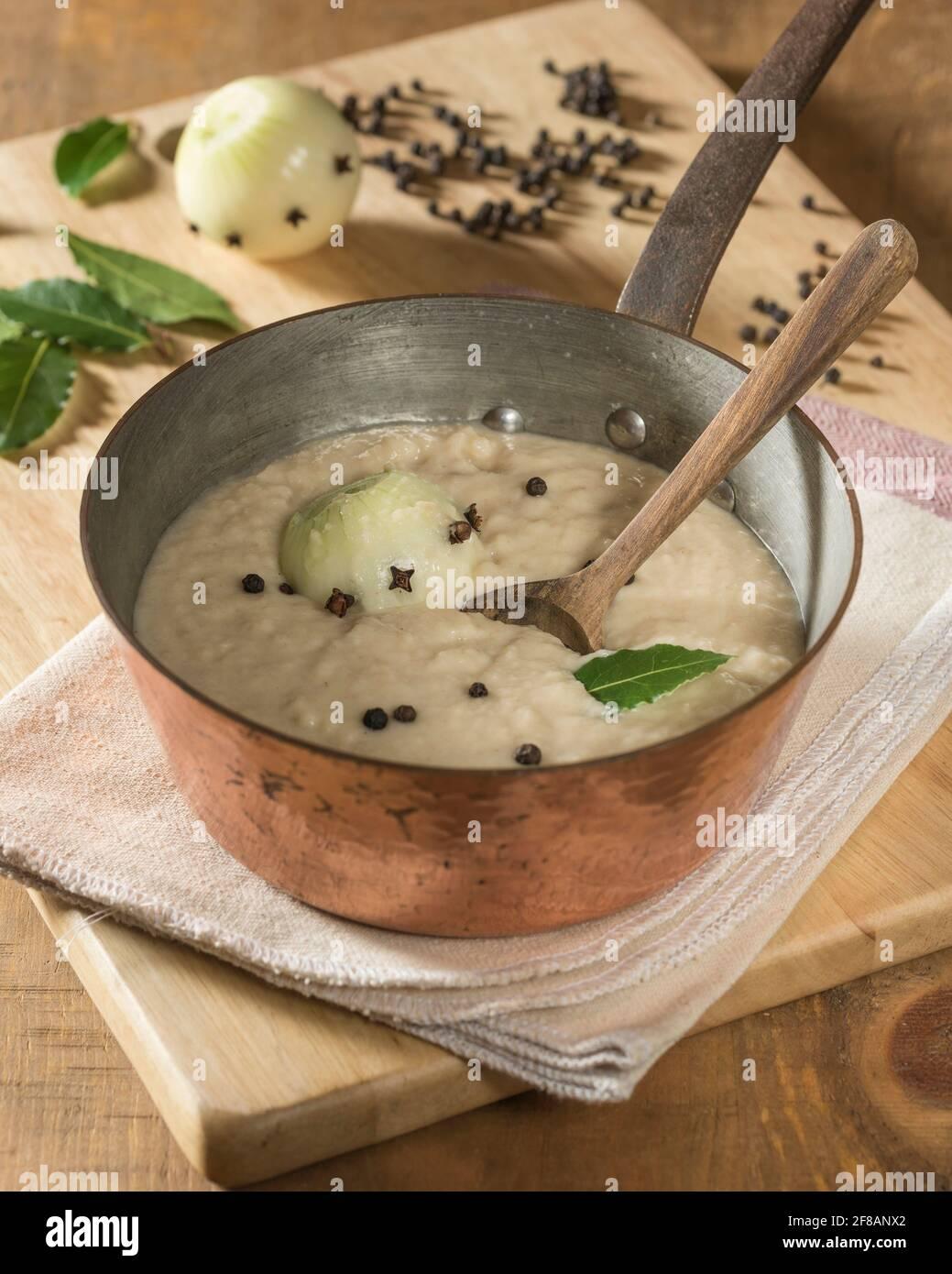 Sauce pain.accompagnement traditionnel au poulet, à la dinde et le gibier à plumes. Banque D'Images