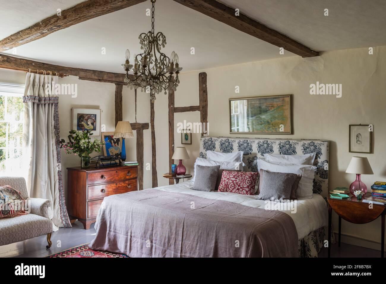 Velours calme dans la chambre « Ivory » du Suffolk classé Grade II ferme Banque D'Images