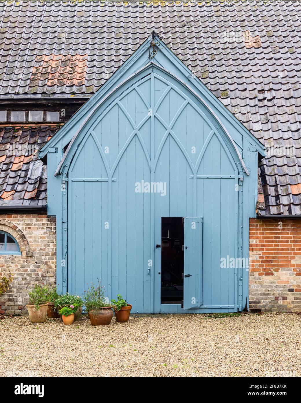 Grande entrée sous le porche de la ferme Suffolk classée Grade II Banque D'Images