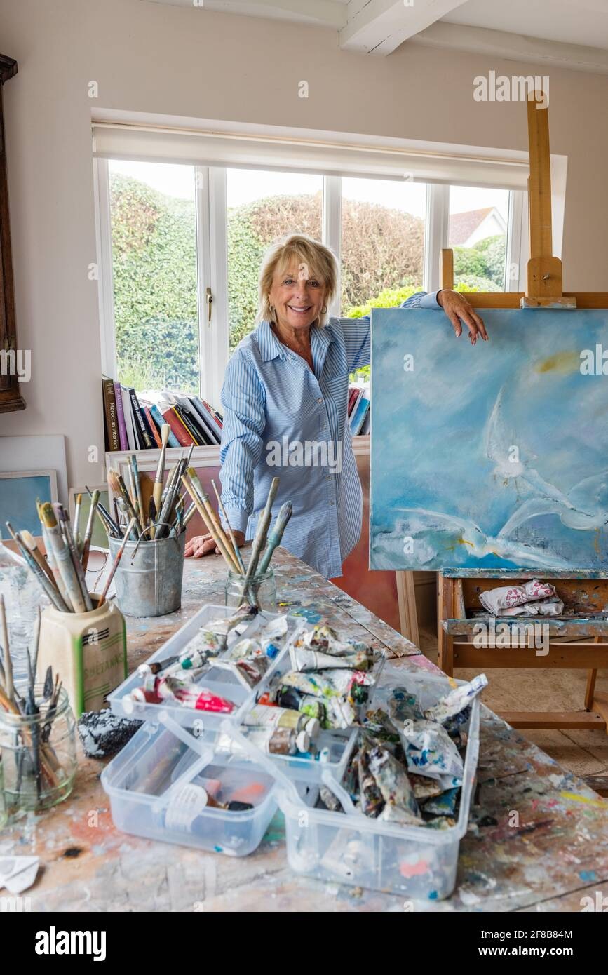 Artiste; Sue Green dans le studio West Sussex Banque D'Images