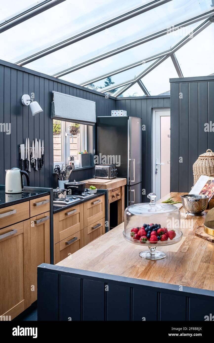 Ex-exposition Habitat cuisine dans la maison de vacances West Sussex. Banque D'Images