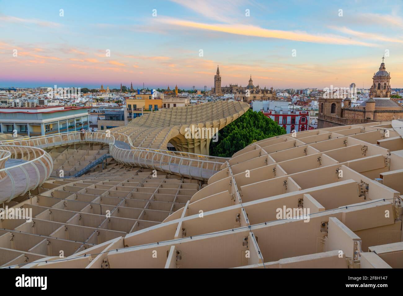 Vue sur le coucher du soleil de Seas de Sevilla en Espagne Banque D'Images