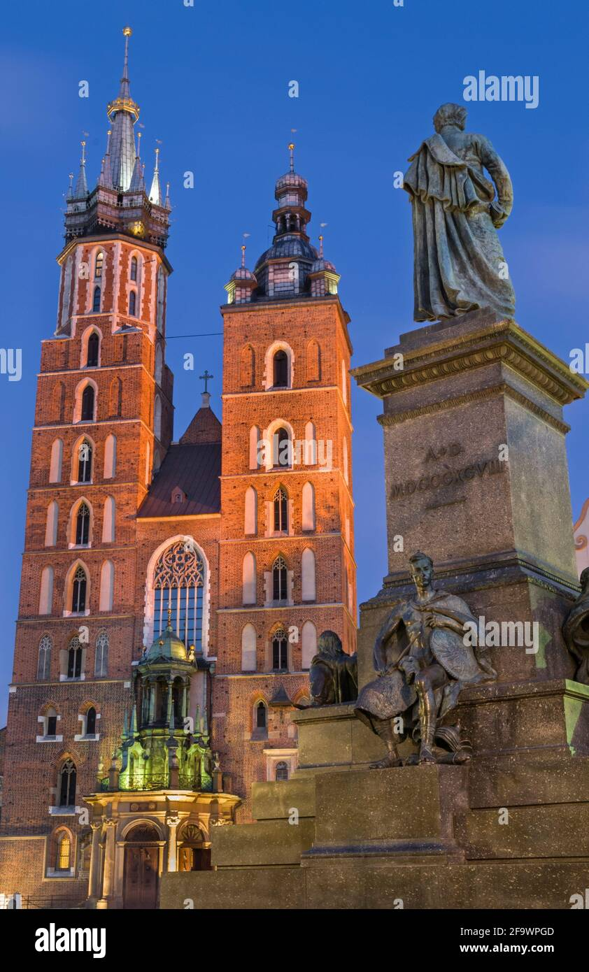 Eglise St Mary et Adam Mickiewicz statue Krakow Pologne Banque D'Images