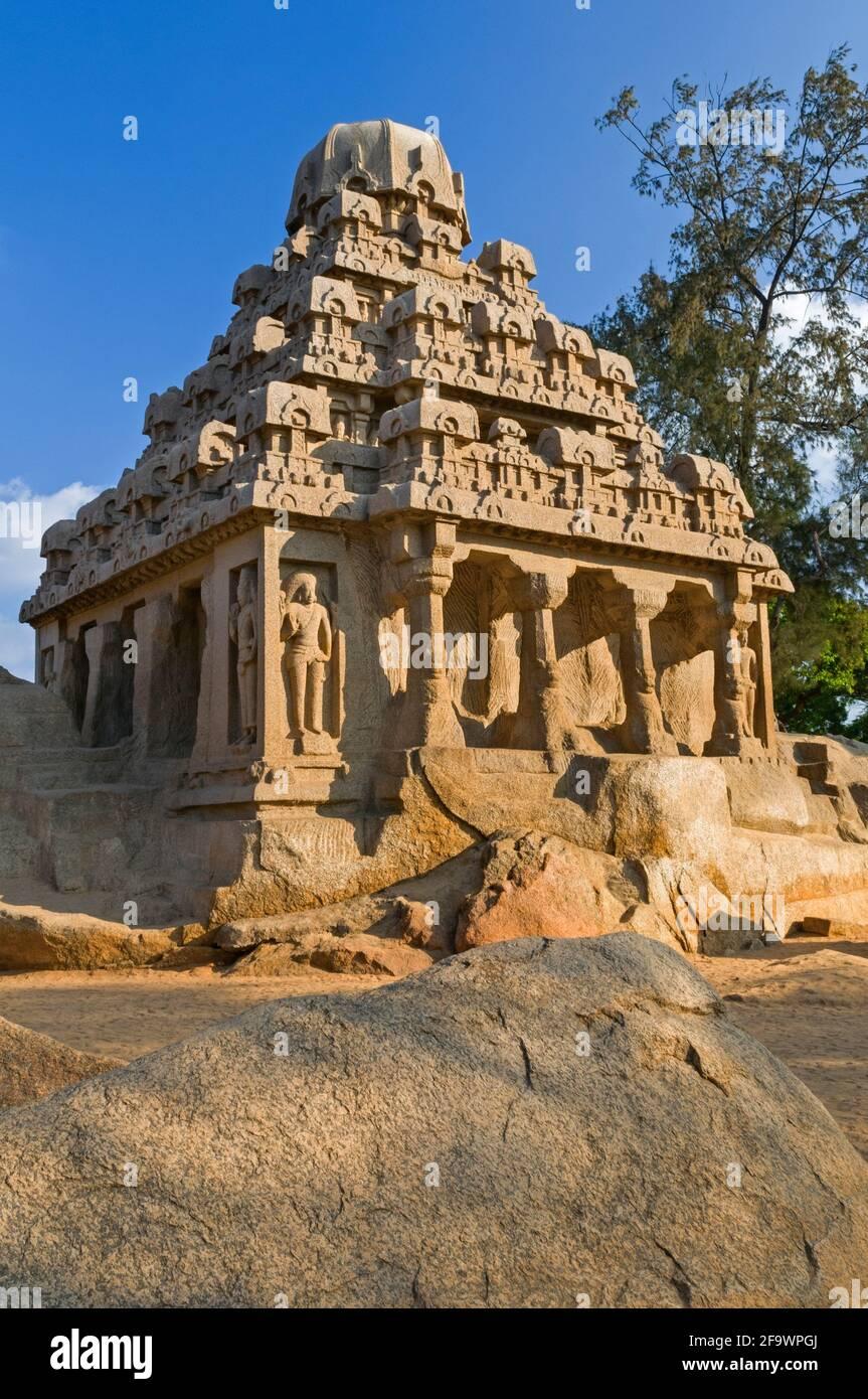 Cinq Rathas Dharmaraja Ratha Mahabalipuram Tamil Nadu Inde Banque D'Images