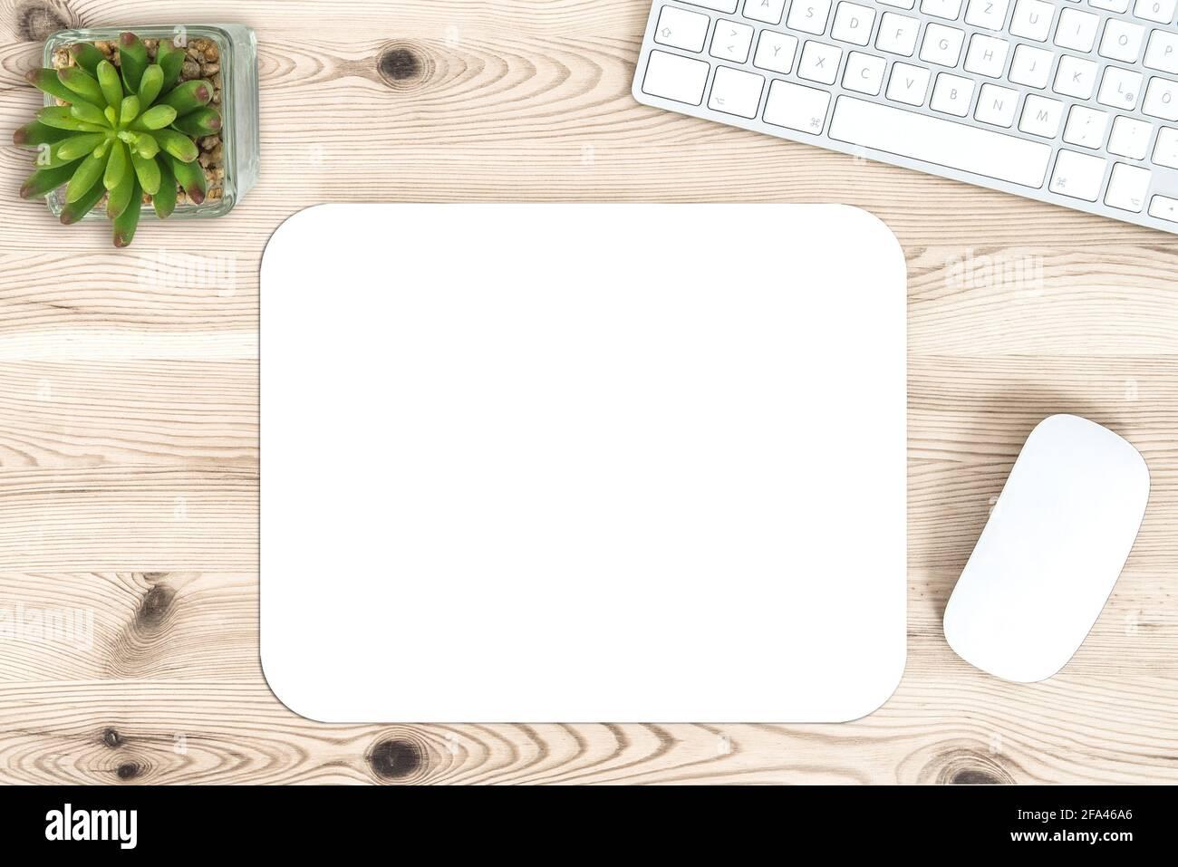 Maquette du tapis de souris. Bureau avec clavier et souris Banque D'Images