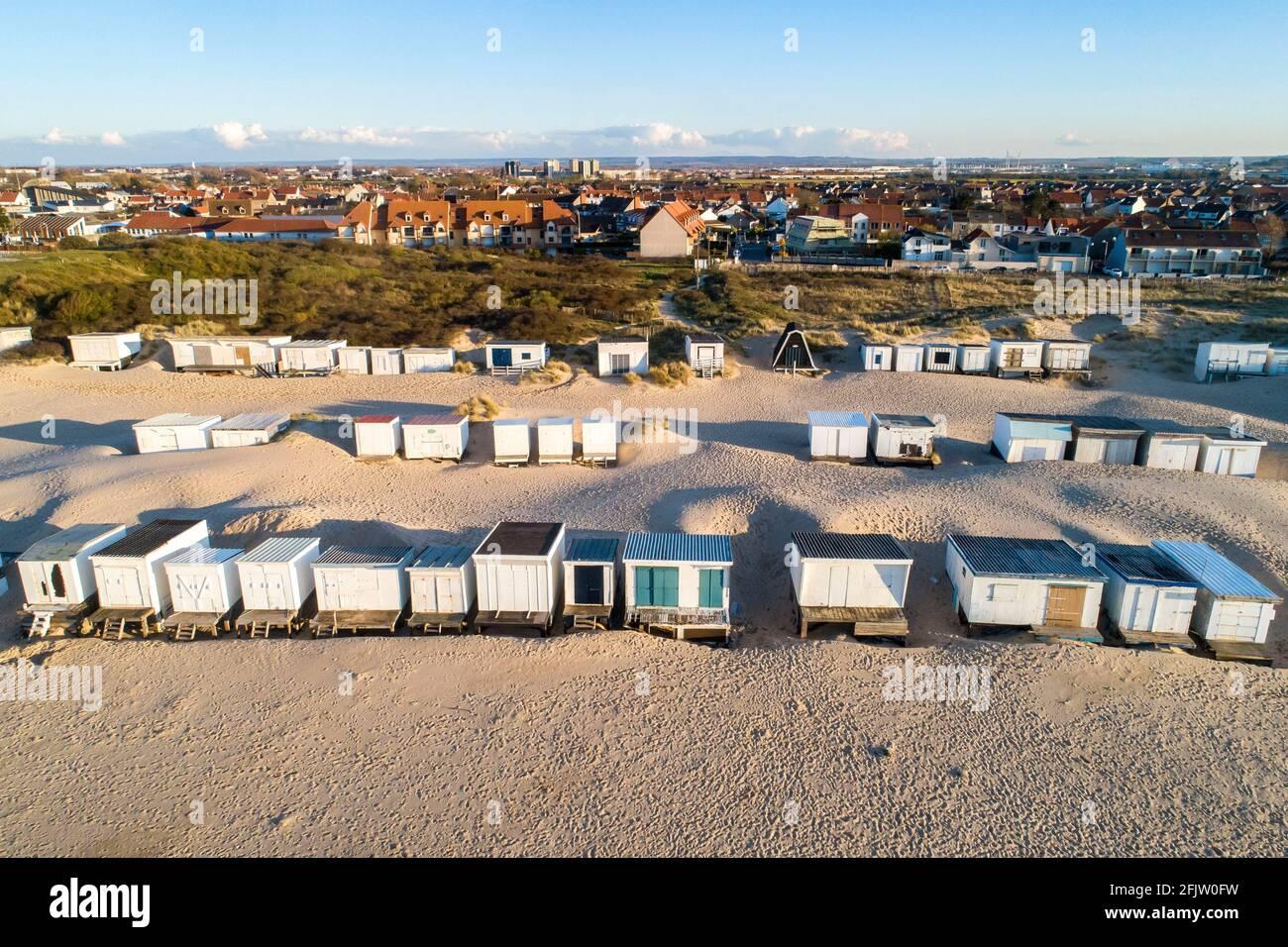 France, pas de Calais, Côte d'Opale, Sangatte Bleriot Plage, maison de wodden dans les dunes de sable Banque D'Images