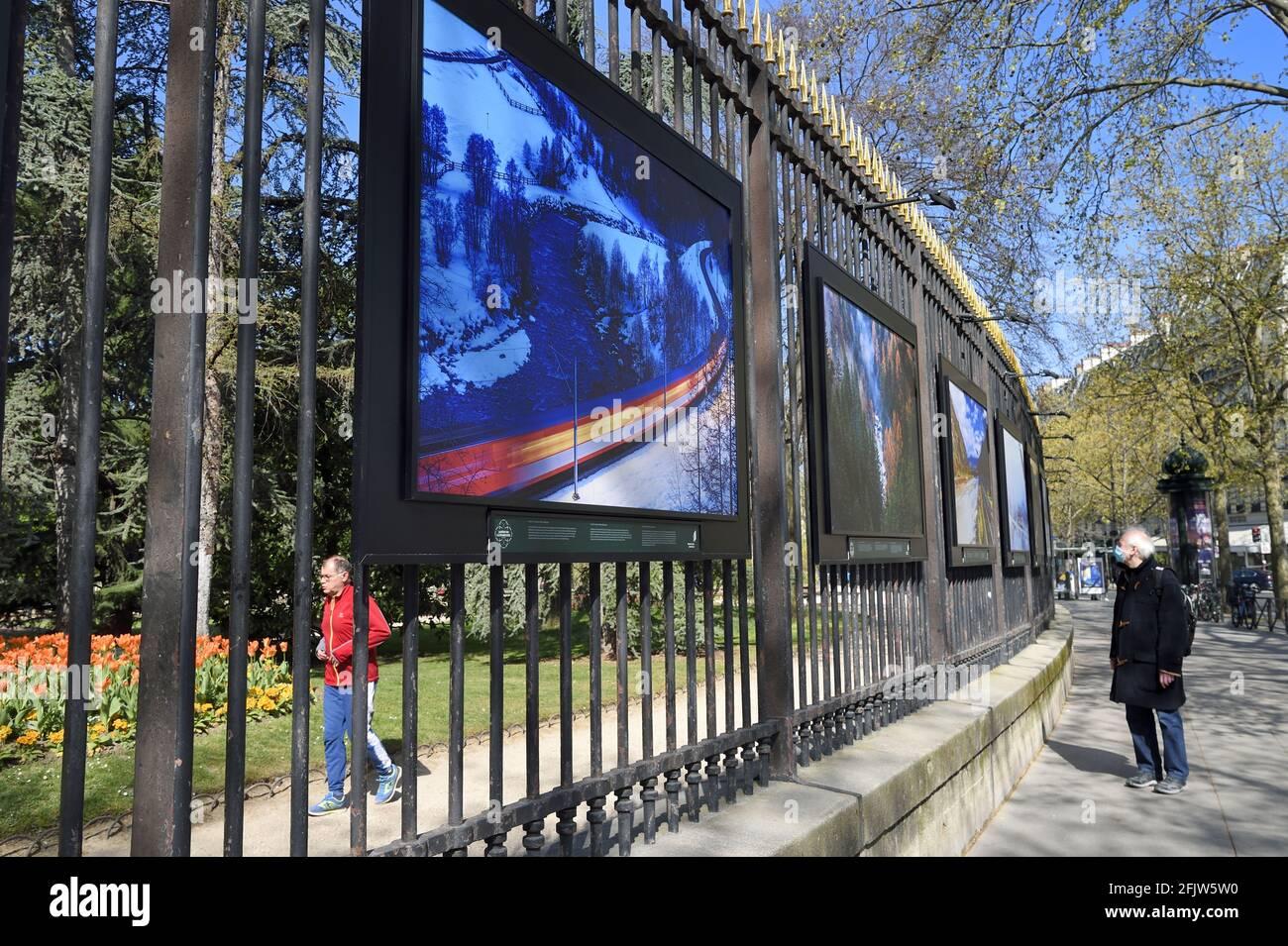 France, Paris, exposition visages du Rhône par Camille Moirenc aux portes du Palais du Luxembourg Banque D'Images
