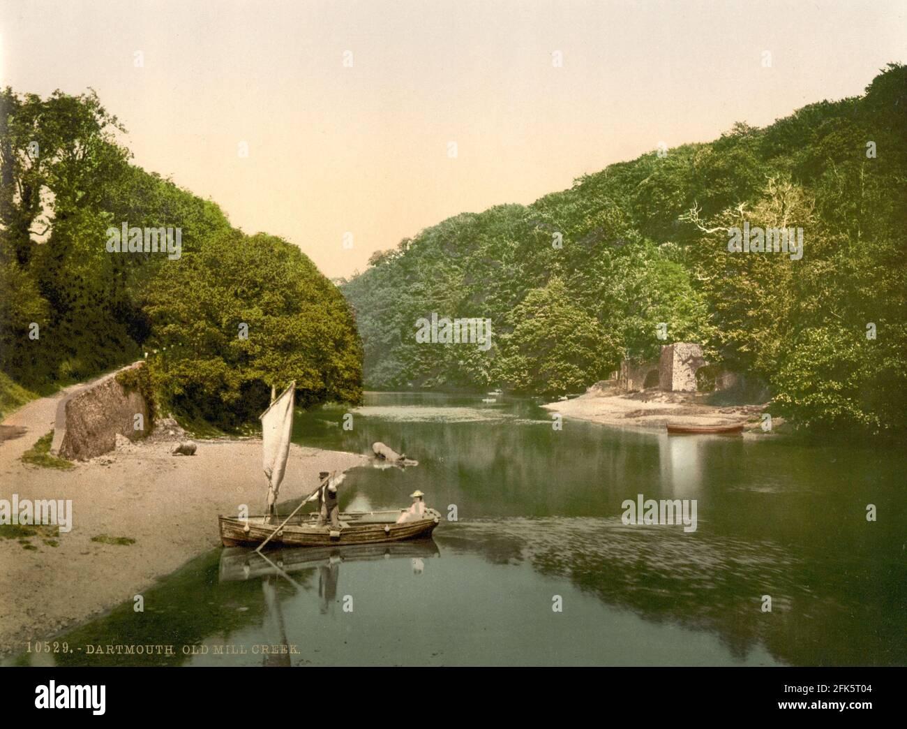 Old Mill Creek sur la rivière Dart dans Devon vers 1890-1900 Banque D'Images
