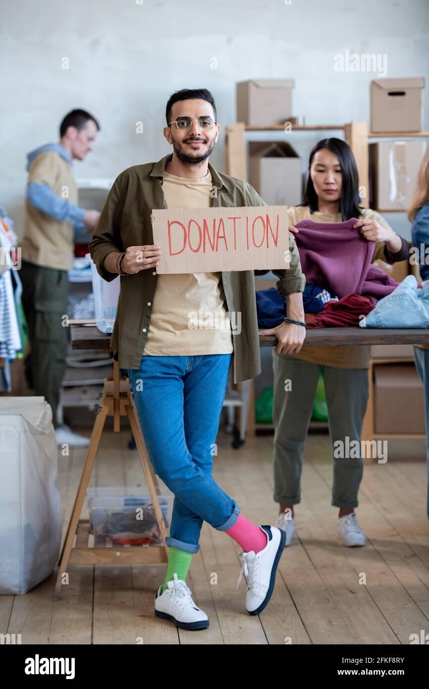 Porte-parole volontaire en carton pour donner un don Banque D'Images