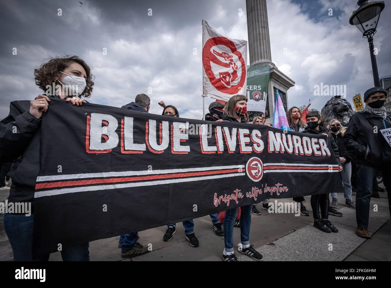 Londres, Royaume-Uni. 1er mai 2021. Tuez la protestation de Bill. Des milliers de personnes se rassemblent à Trafalgar Square pour se préparer à marcher contre un projet de loi récemment proposé sur la police, le crime, la détermination de la peine et les tribunaux le jour de mai (ou la fête du travail). De nombreux mouvements sociaux se sont unis pour protester contre ce projet de loi, qui, selon eux, mettrait des restrictions importantes à la liberté d'expression et de réunion, en donnant à la police le pouvoir de limiter les manifestations, entre autres mesures. Credit: Guy Corbishley/Alamy Live News Banque D'Images