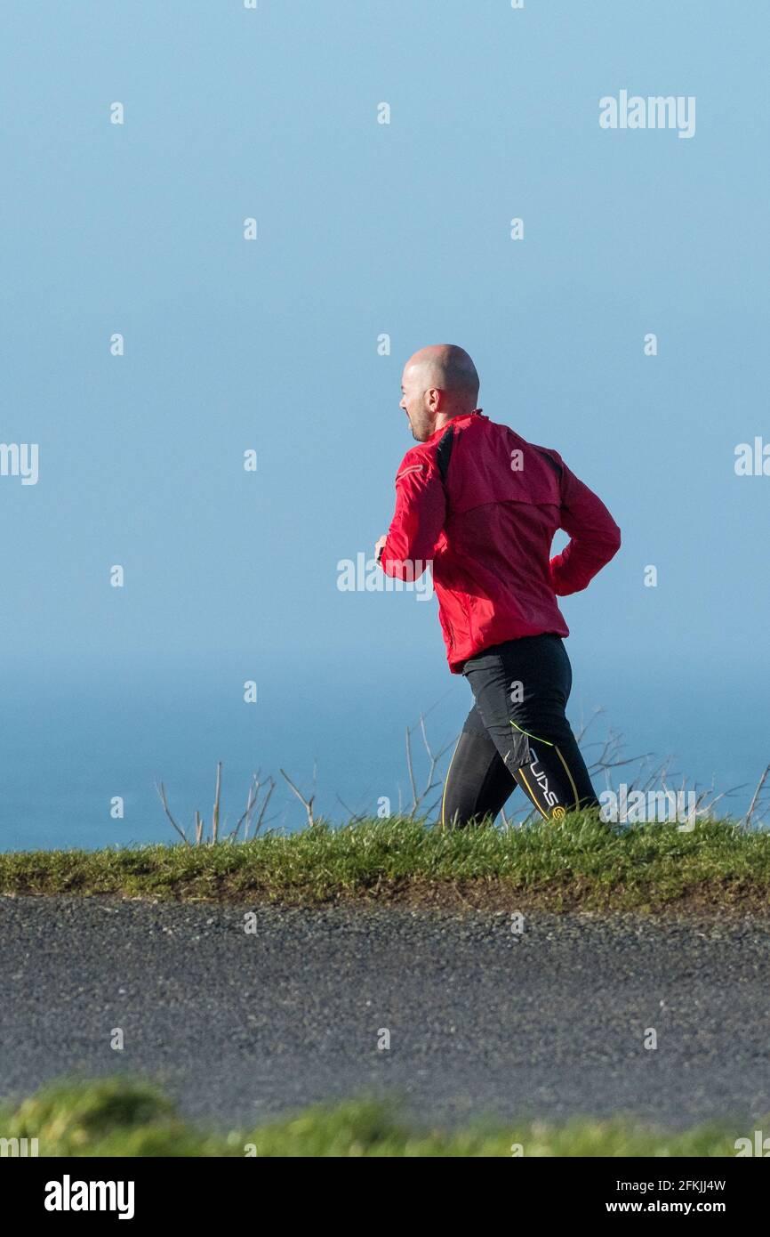 Un homme qui fait du jogging. Banque D'Images