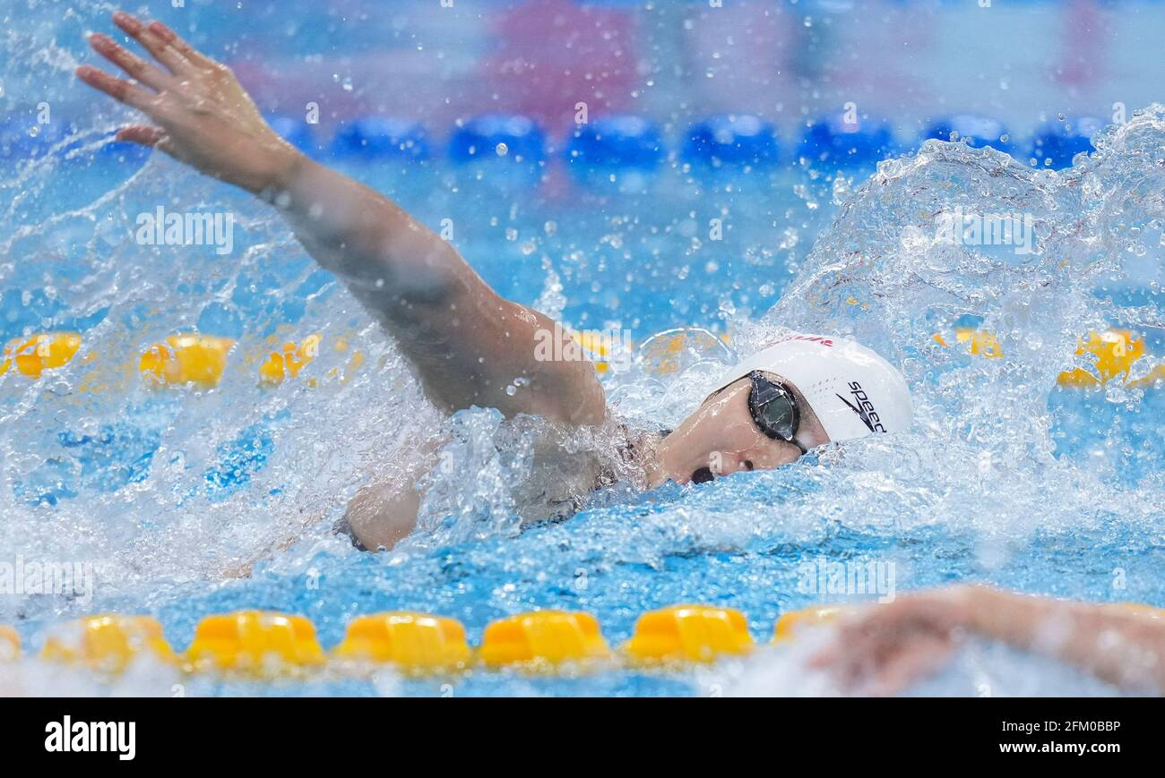 Qingdao, Chine. 5 mai 2021. Yang Junxuan, de Shandong, est en compétition pendant la demi-finale libre de 100m féminin aux Championnats nationaux chinois de natation 2021 à Qingdao, en Chine orientale, le 5 mai 2021. Credit: Xu Chang/Xinhua/Alay Live News Banque D'Images