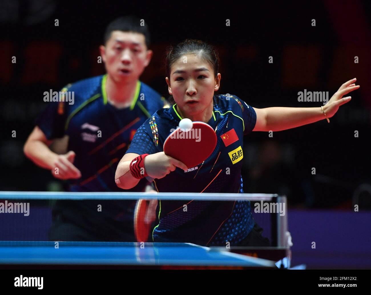 Xinxiang, province chinoise du Henan. 5 mai 2021. Xu Xin (L)/Liu Shiwen en compétition pendant le quart de finale mixte de doubles entre Xu Xin/Liu Shiwen et Zhou Yu/Chen Xingtong lors des essais de Grand smashes de WTT (World Table tennis) de 2021 et de la simulation olympique à Xinxiang, dans la province de Henan, au centre de la Chine, le 5 mai 2021. Credit: Li Jianan/Xinhua/Alamy Live News Banque D'Images