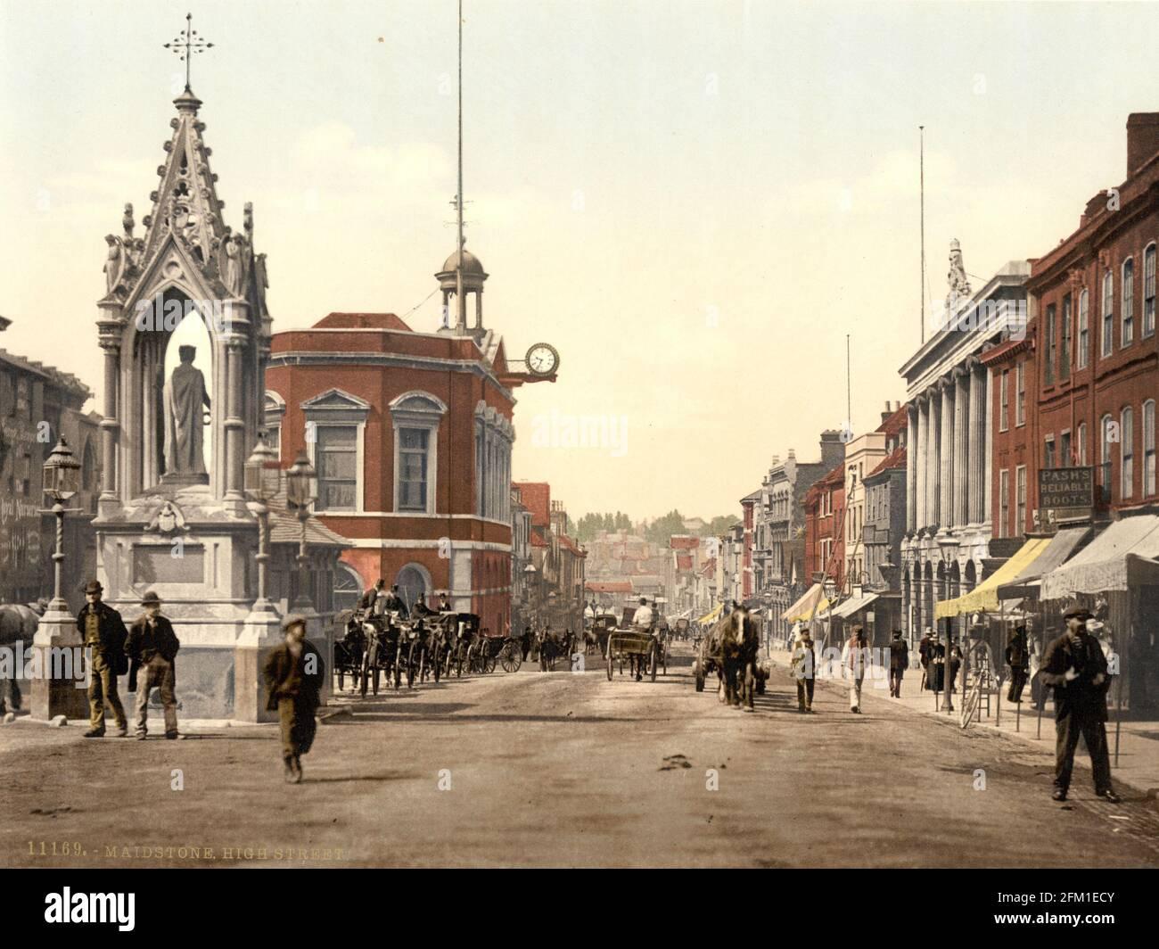 Maidstone High Street dans le Kent vers 1890-1900 Banque D'Images