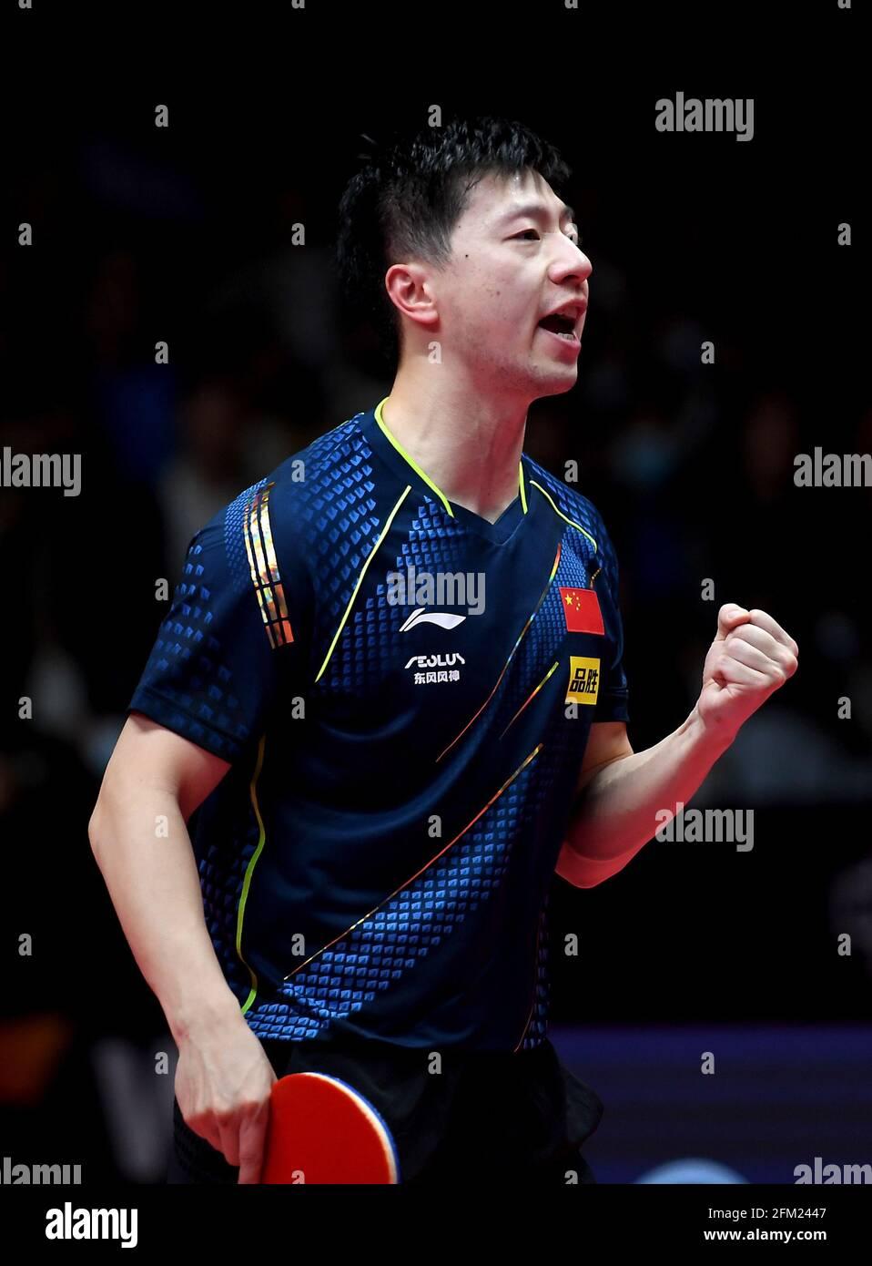 Xinxiang, province chinoise du Henan. 5 mai 2021. Ma long fête lors de la quart-finale des célibataires hommes contre Fang Bo lors des essais de Grand smashes de WTT (World Table tennis) 2021 et de la simulation olympique à Xinxiang, dans la province du Henan, au centre de la Chine, le 5 mai 2021. Credit: Li Jianan/Xinhua/Alamy Live News Banque D'Images