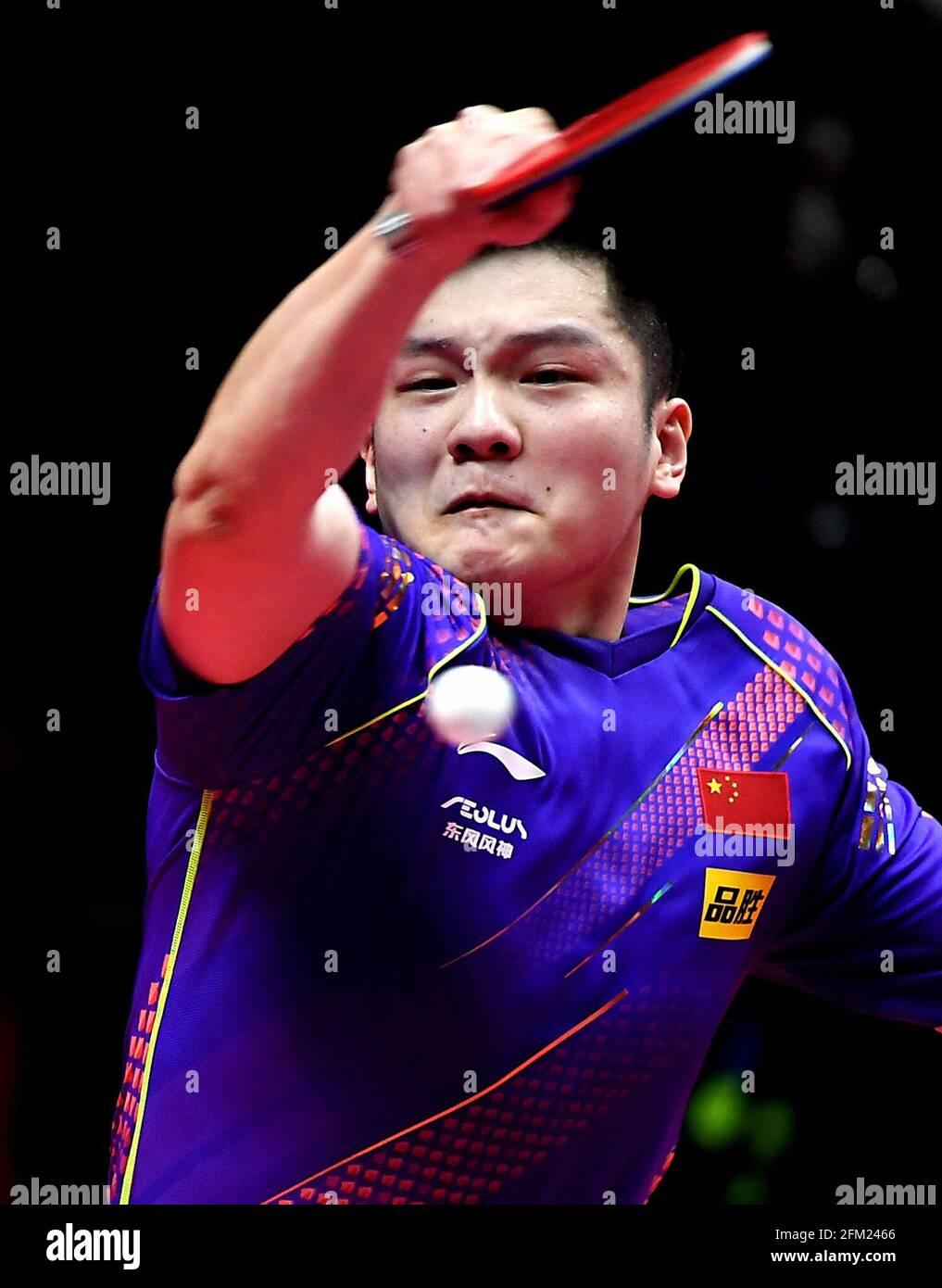 Xinxiang, province chinoise du Henan. 5 mai 2021. Fan Zhendong retourne le ballon lors de la quart-finale des hommes contre Lin Shidong lors des essais de Grand smashes de WTT (World Table tennis) 2021 et de la simulation olympique à Xinxiang, dans la province de Henan, dans le centre de la Chine, le 5 mai 2021. Credit: Li an/Xinhua/Alay Live News Banque D'Images