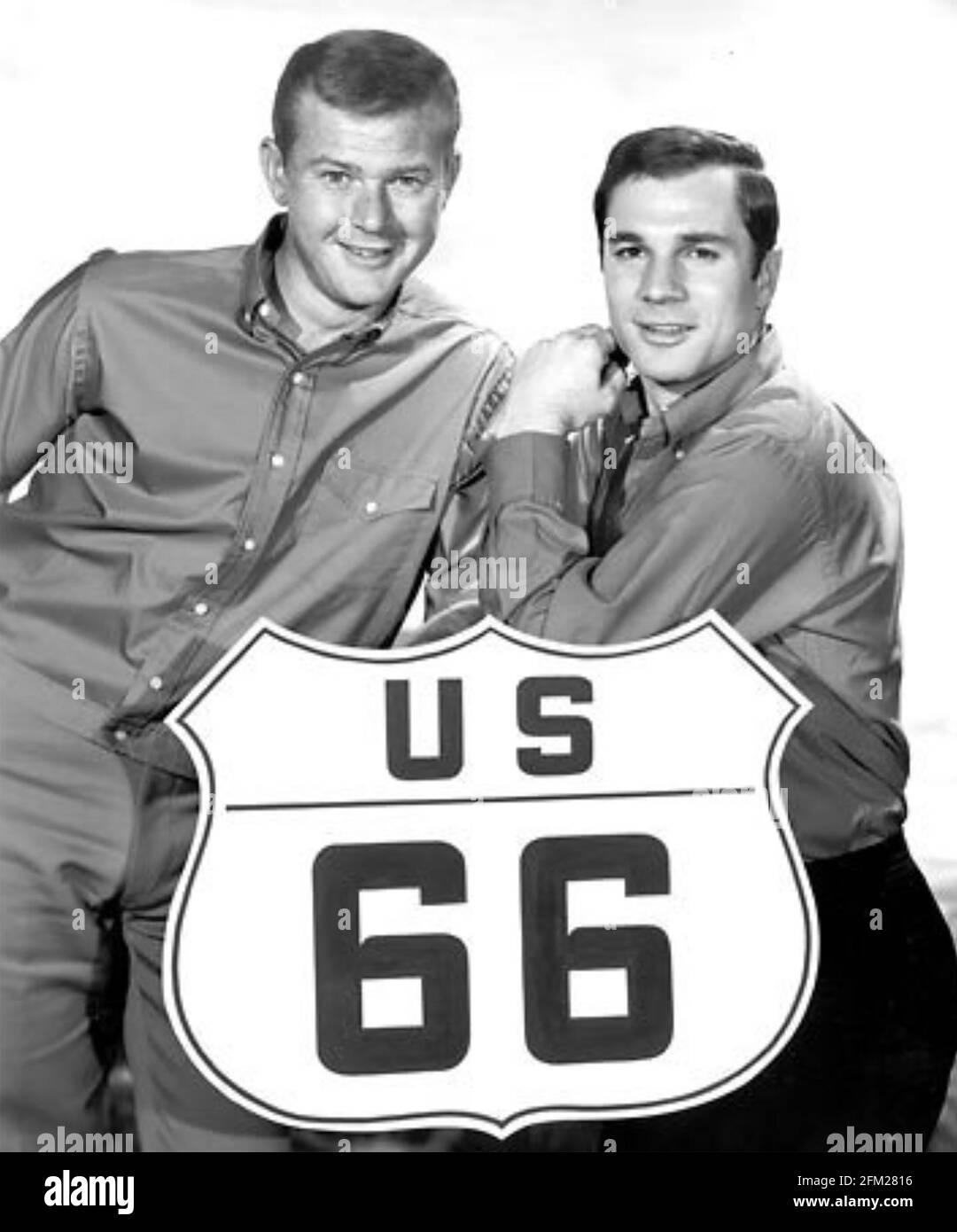 ROUTE 66 CBS TV série 1960-64 avec Martin Milner at Left and George Maharais (1960-63) Banque D'Images