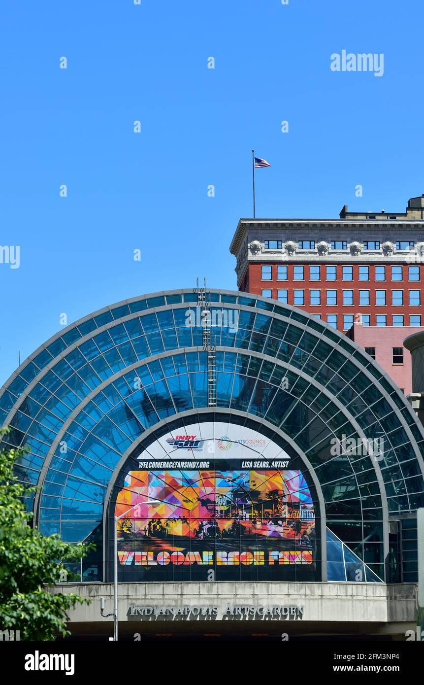 Indianapolis, Indiana, États-Unis. Achevé en 1995, le dôme d'Indianapolis Artsgarden couvre l'intersection des rues Washington et Illinois. Banque D'Images