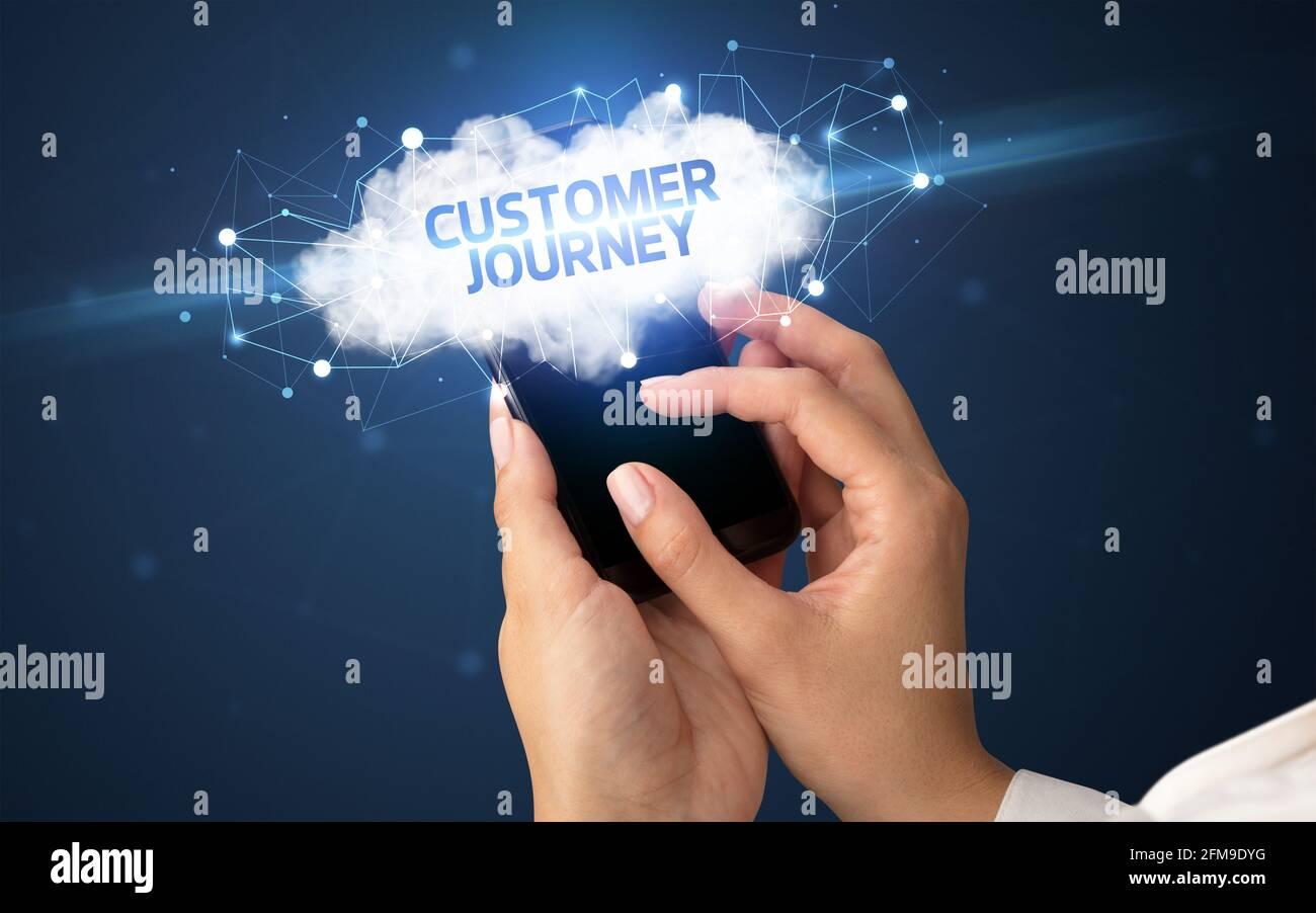 Utilisation manuelle d'un smartphone avec le concept d'entreprise cloud Banque D'Images