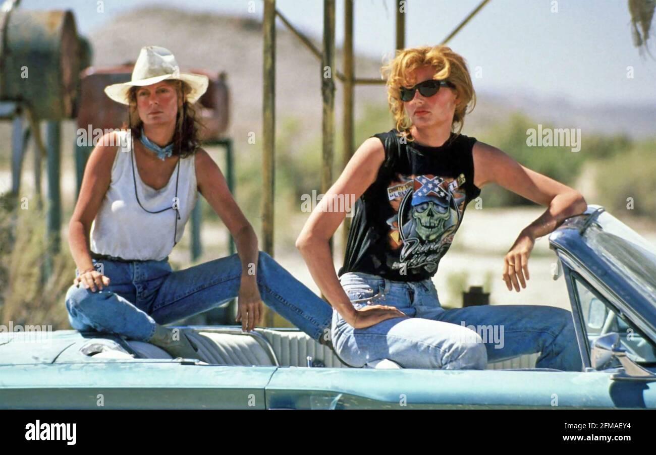 THELMA ET LOUISE 1991 MGM film avec Geena Davis à Droite et Susan Sarandon Banque D'Images