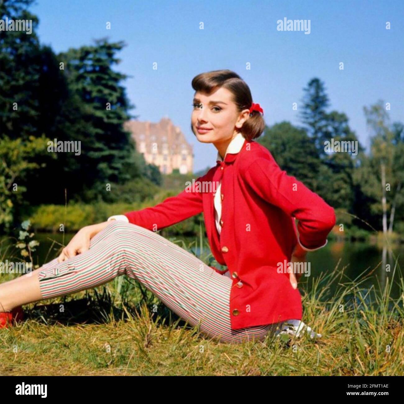 AUDREY HEPBURN actrice britannique de film en 1957 tout en filmant l'Amour Dans l'après-midi Banque D'Images