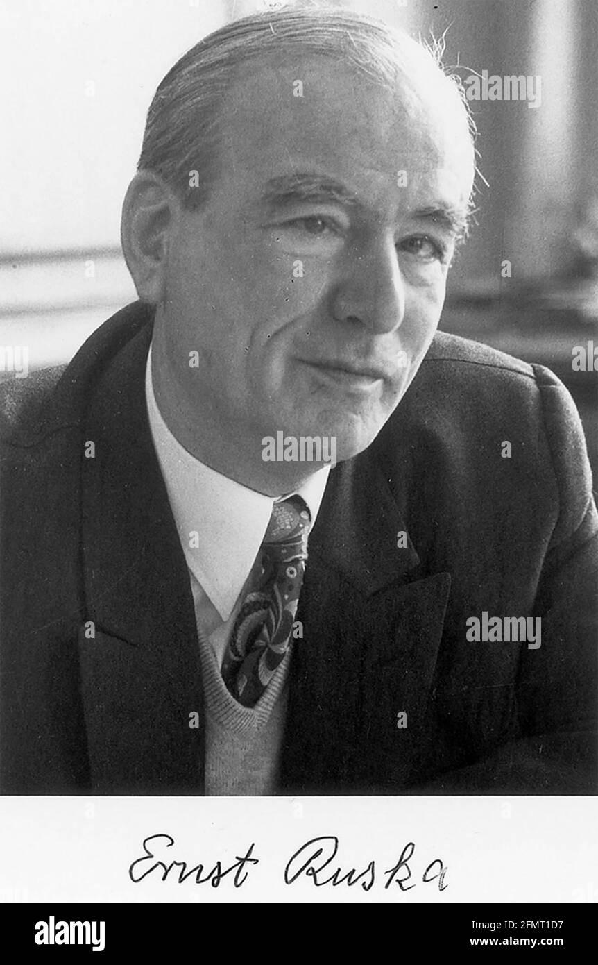 ERNST RUSKA (1906-1988) physicien allemand qui a conçu le premier électron microscope Banque D'Images
