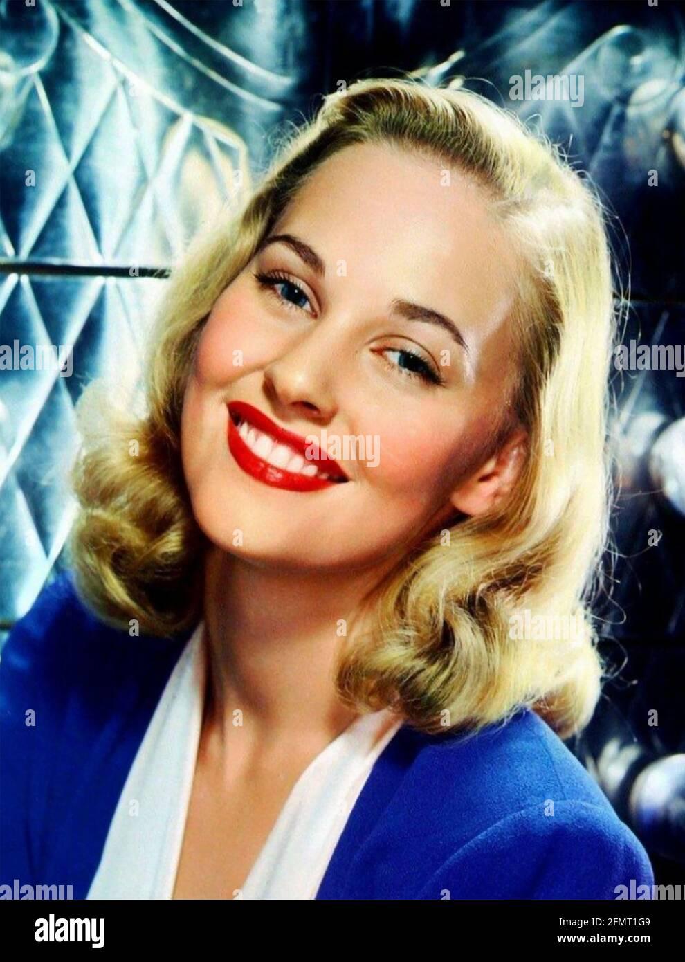 LOLA ALBRIGHT (1924-2017) actrice et chanteuse américaine de cinéma et de télévision environ 1965 Banque D'Images