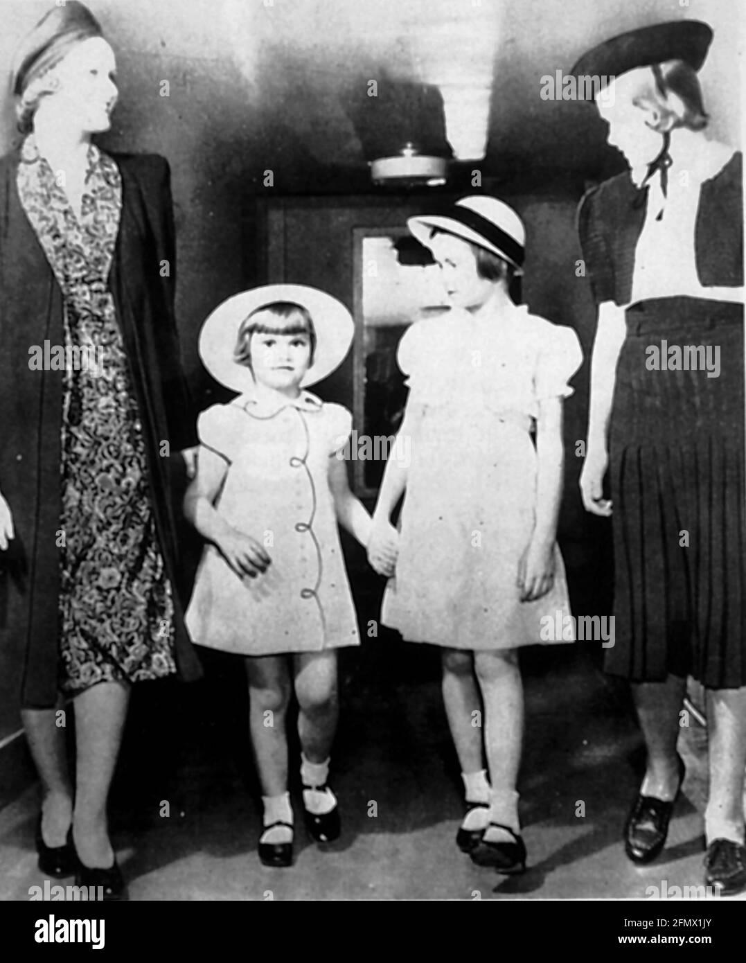 Kelly, Grace, 12.11.1929 - 14.9.1982, actrice américaine, pleine longueur, (2e de droite), image de l'enfant, INFO-DROITS-AUTORISATION-SUPPLÉMENTAIRES-NON-DISPONIBLE Banque D'Images