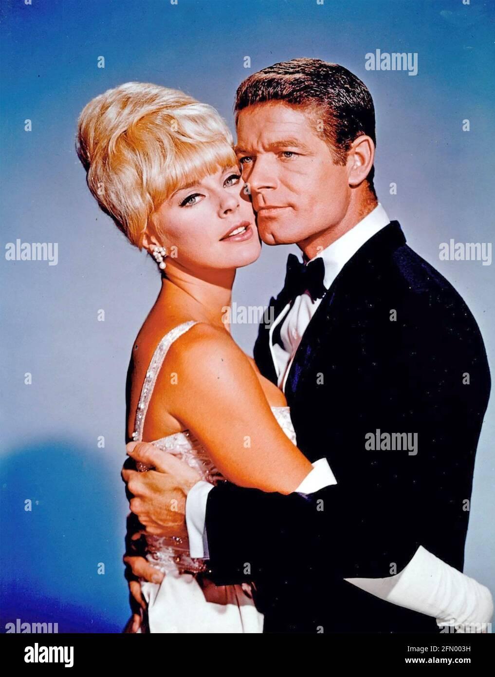 LE FILM OSCAR 1966 Embassy Pictures avec Stephen Boyd AS La star de cinéma Frankie Fane et Elke Sommer en tant que designer de mode Kay Bergdahl Banque D'Images