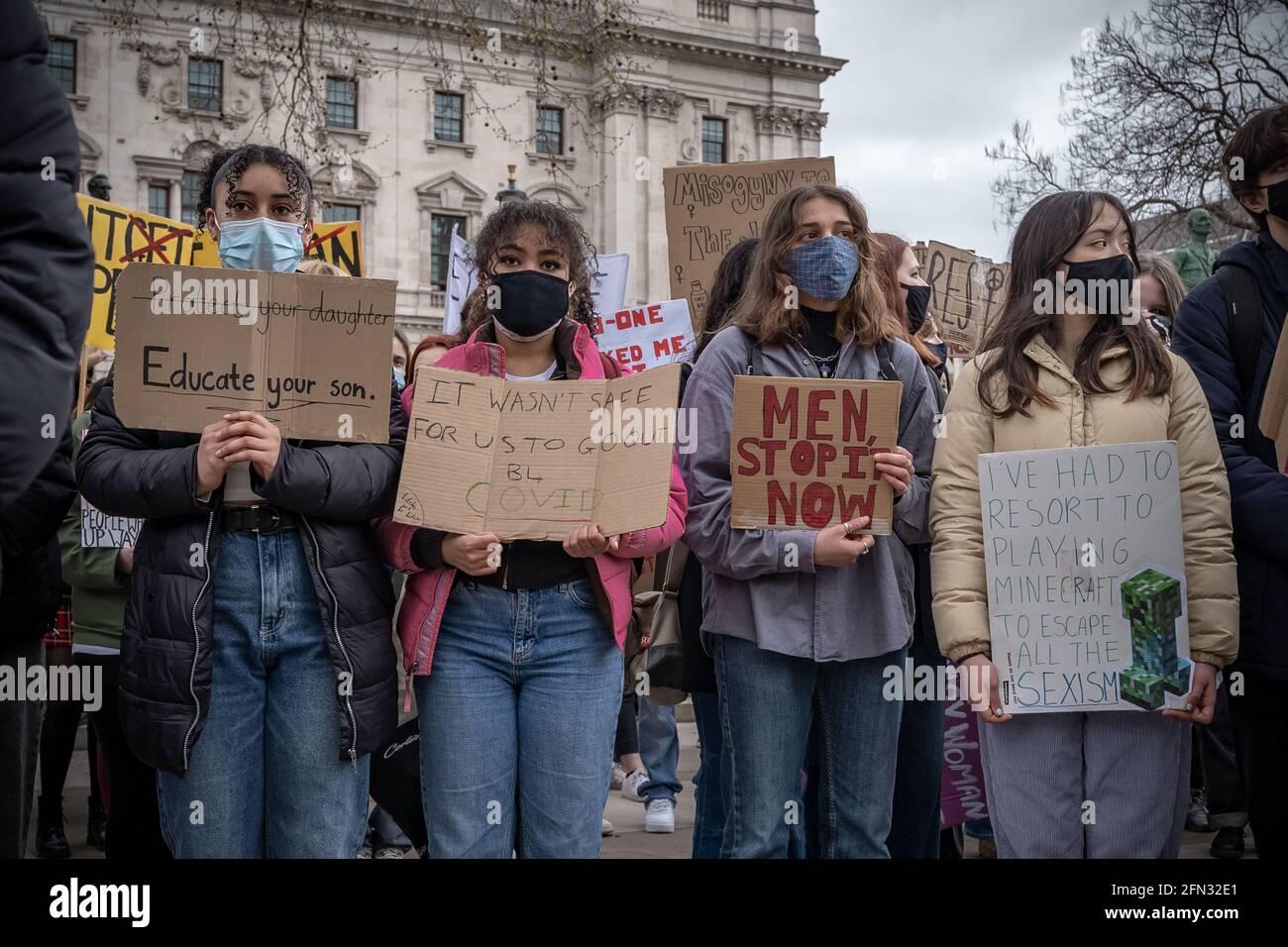 Mettre fin à la violence contre les femmes - le 97 mars à Parliament Square, Londres, Royaume-Uni Banque D'Images